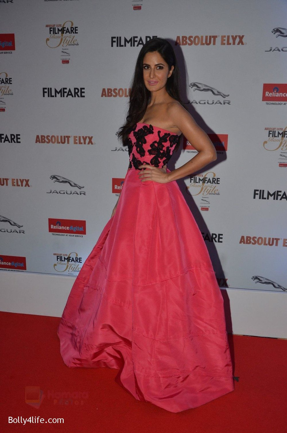 Katrina-Kaif-at-Filmfare-Glamour-Style-Awards-2016-in-Mumbai-on-15th-Oct-2016-1952.jpg