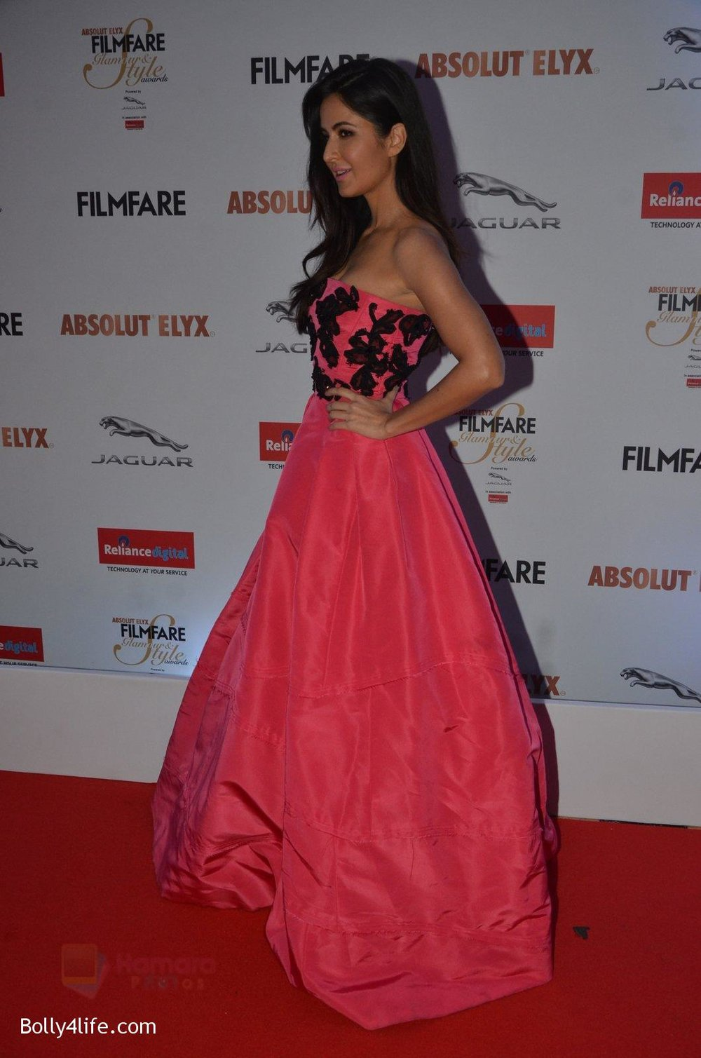 Katrina-Kaif-at-Filmfare-Glamour-Style-Awards-2016-in-Mumbai-on-15th-Oct-2016-1957.jpg
