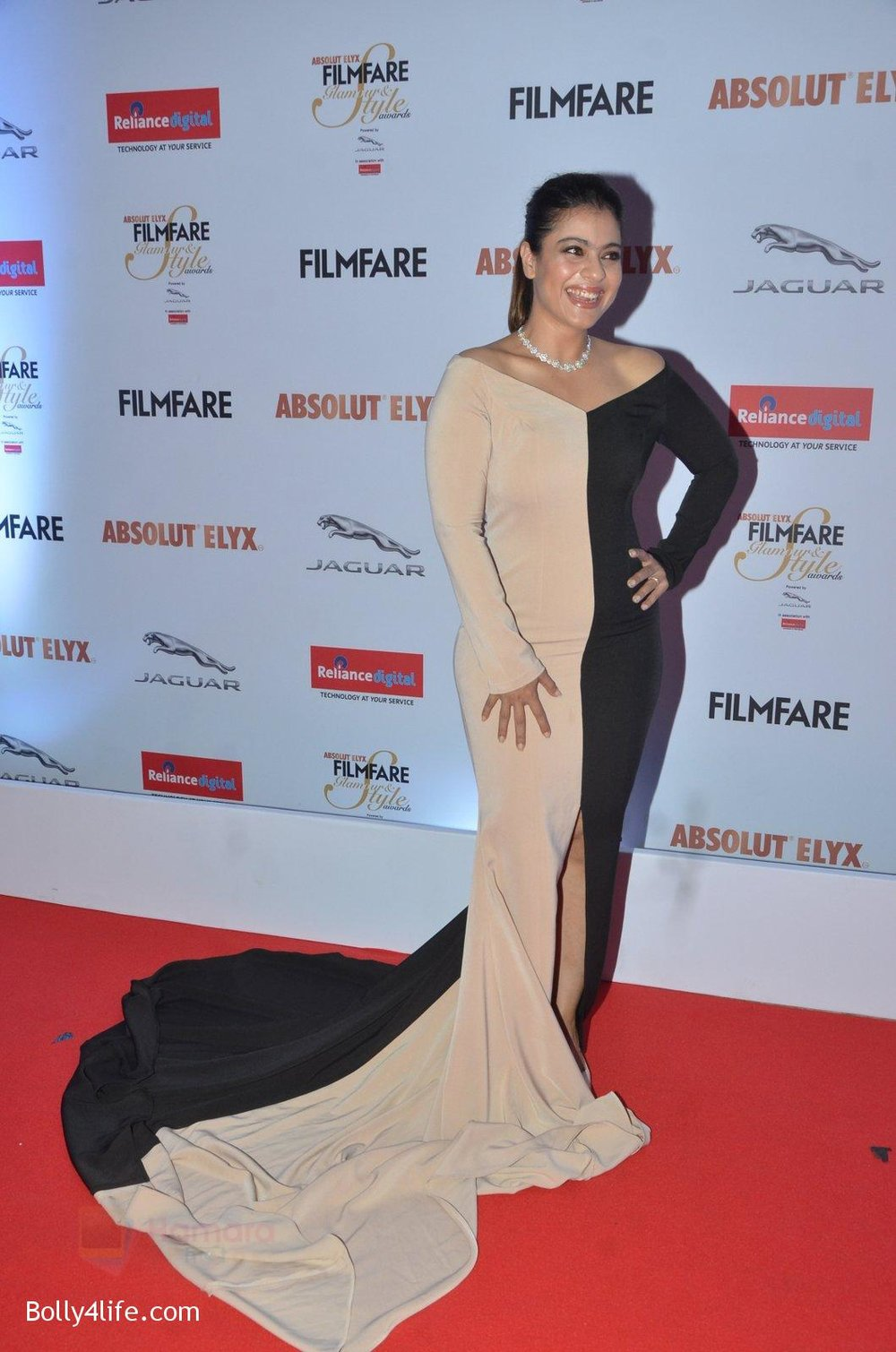 Kajol-at-Filmfare-Glamour-Style-Awards-2016-in-Mumbai-on-15th-Oct-2016-1506.jpg