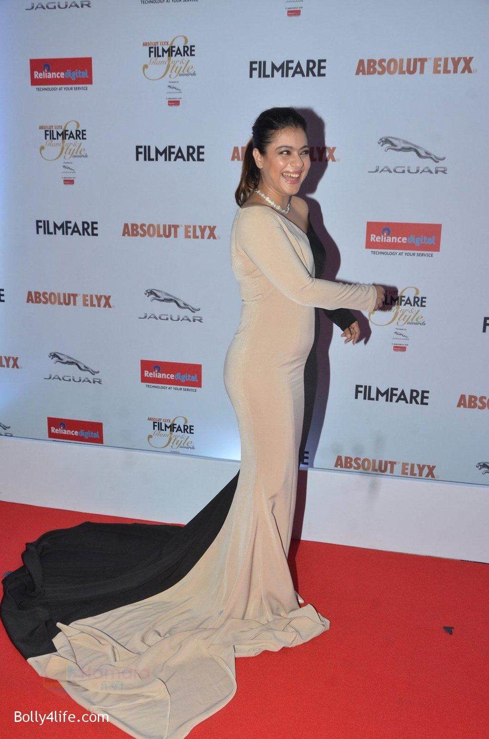 Kajol-at-Filmfare-Glamour-Style-Awards-2016-in-Mumbai-on-15th-Oct-2016-1511.jpg