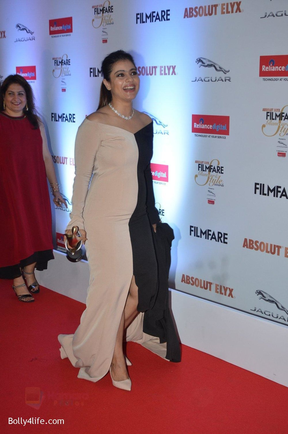 Kajol-at-Filmfare-Glamour-Style-Awards-2016-in-Mumbai-on-15th-Oct-2016-1965.jpg