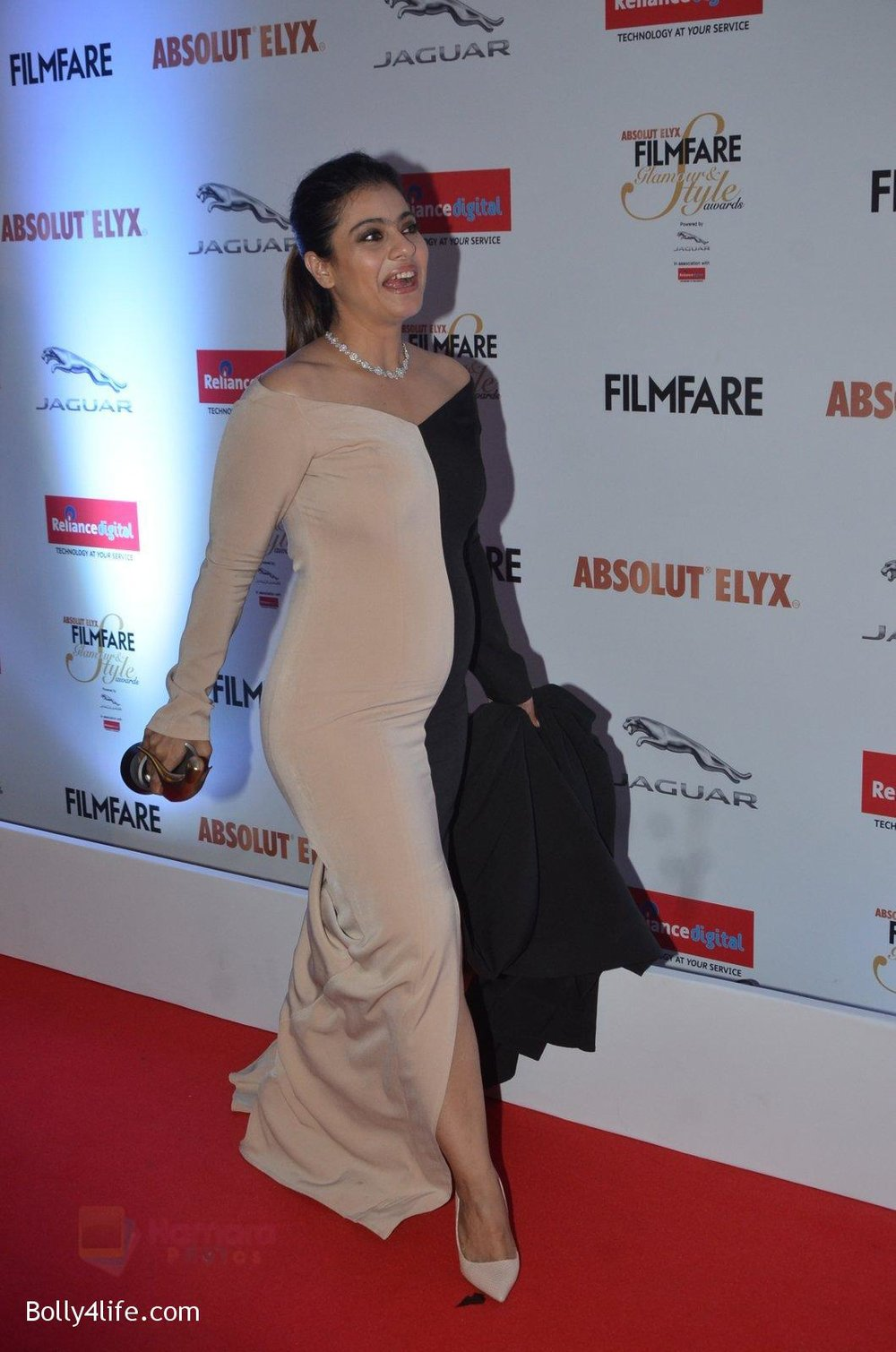 Kajol-at-Filmfare-Glamour-Style-Awards-2016-in-Mumbai-on-15th-Oct-2016-1967.jpg
