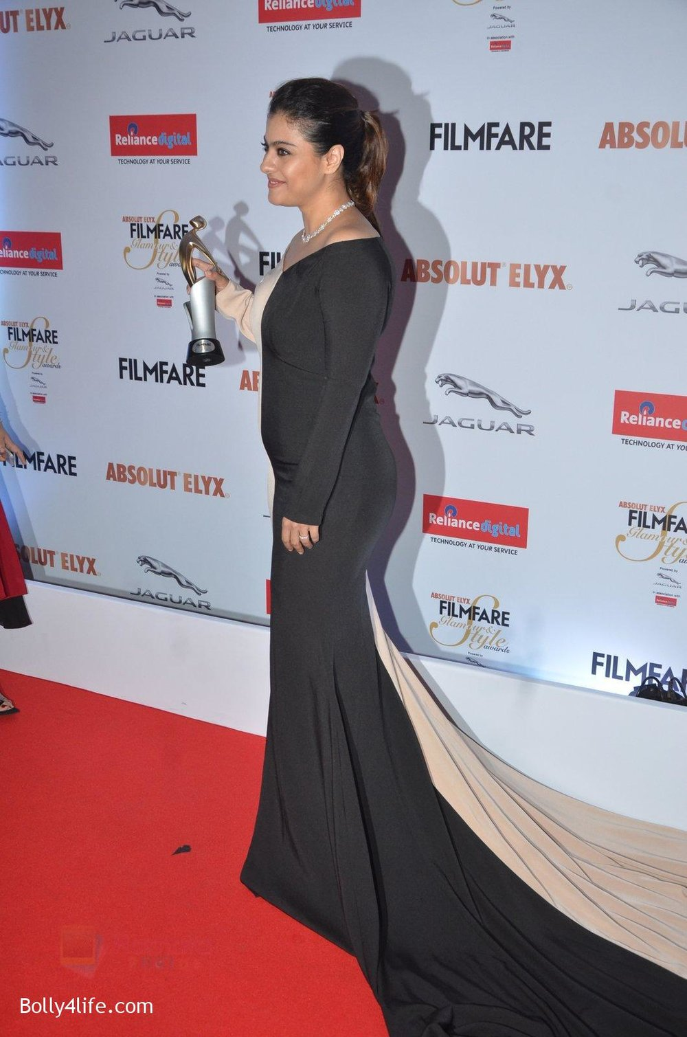 Kajol-at-Filmfare-Glamour-Style-Awards-2016-in-Mumbai-on-15th-Oct-2016-1968.jpg