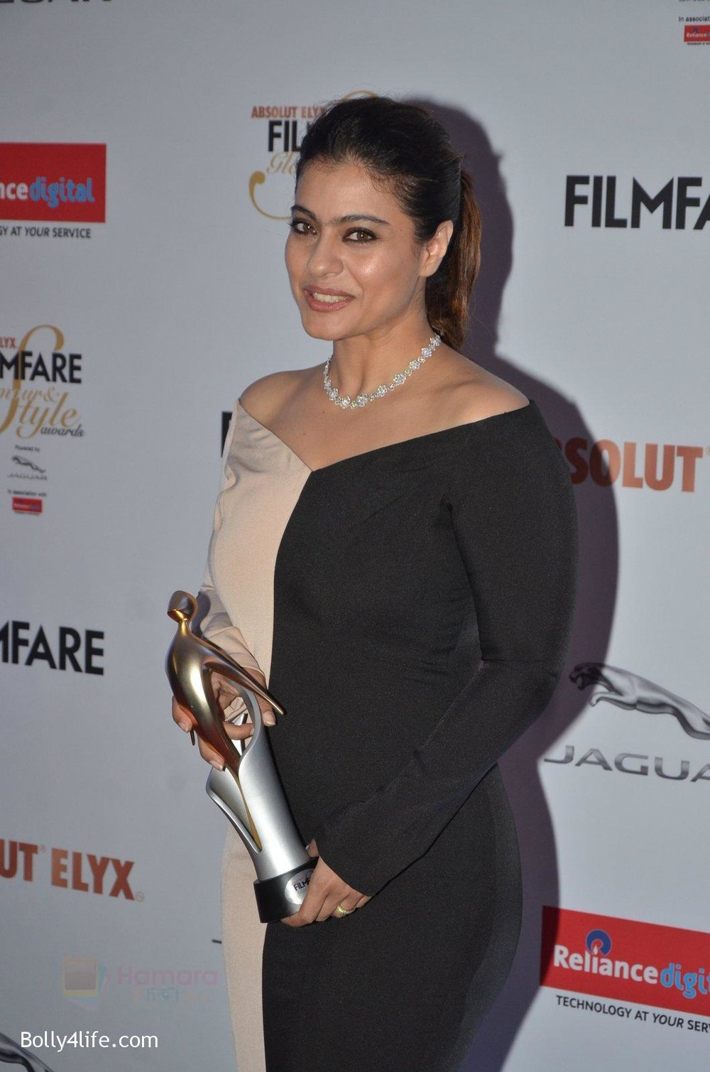 Kajol-at-Filmfare-Glamour-Style-Awards-2016-in-Mumbai-on-15th-Oct-2016-1971.jpg