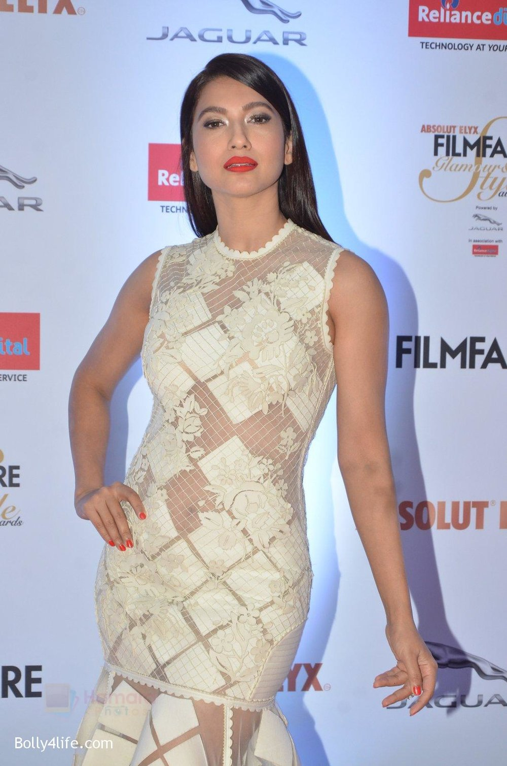 Gauhar-Khan-at-Filmfare-Glamour-Style-Awards-2016-in-Mumbai-on-15th-Oct-2016-1139.jpg