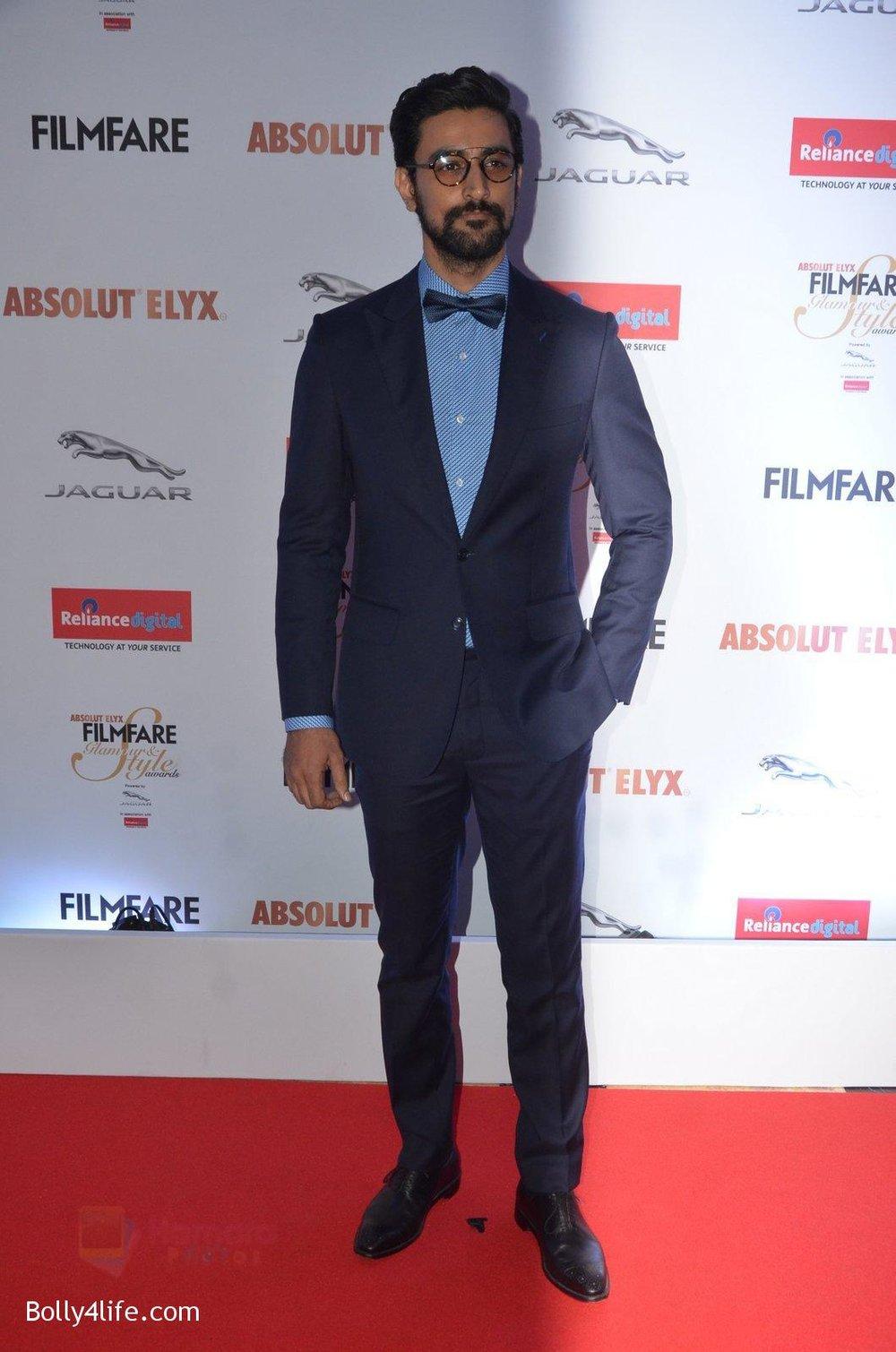 Kunal-Kapoor-at-Filmfare-Glamour-Style-Awards-2016-in-Mumbai-on-15th-Oct-2016-1808.jpg
