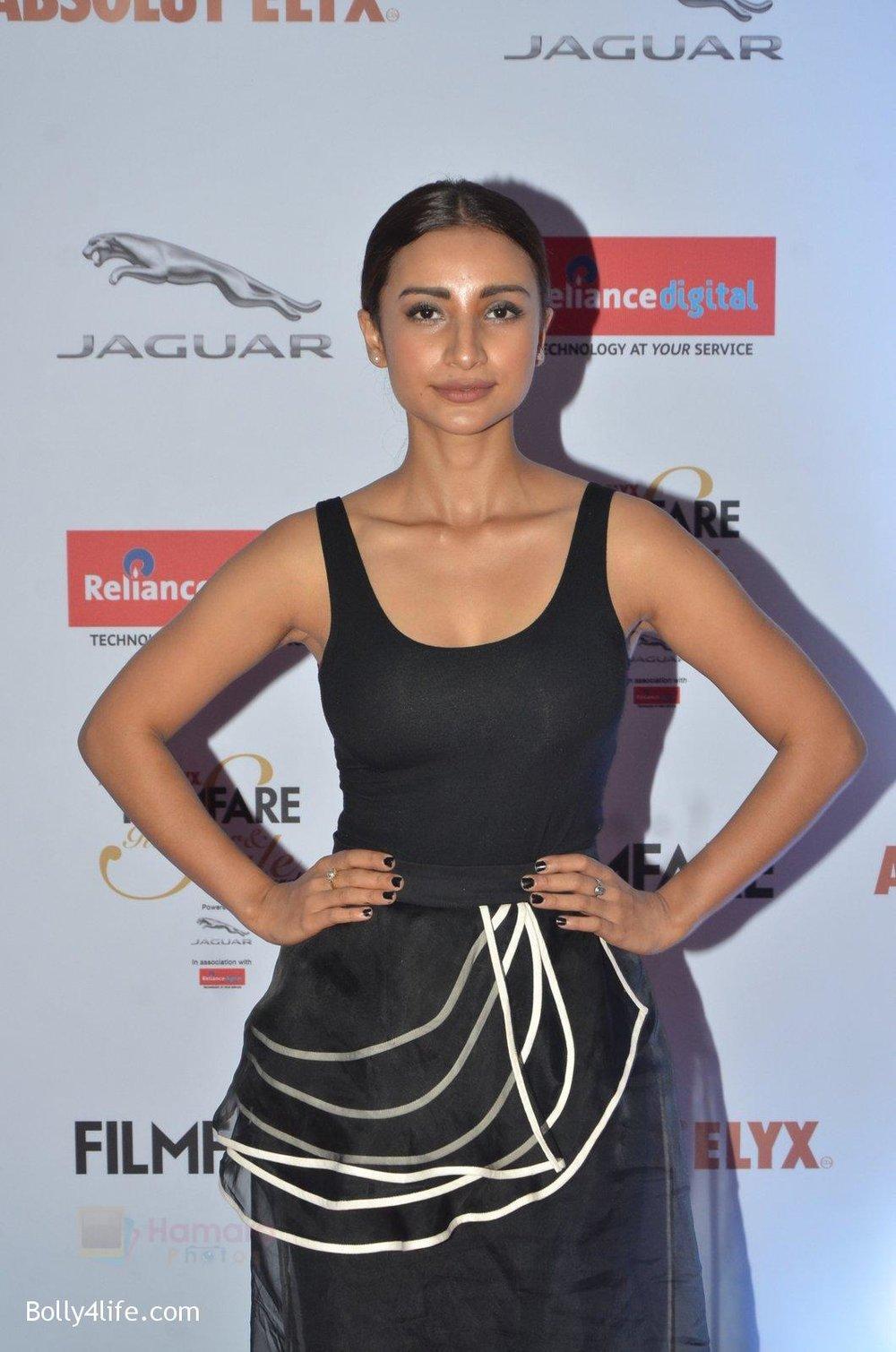 Patralekha-at-Filmfare-Glamour-Style-Awards-2016-in-Mumbai-on-15th-Oct-2016-1687.jpg