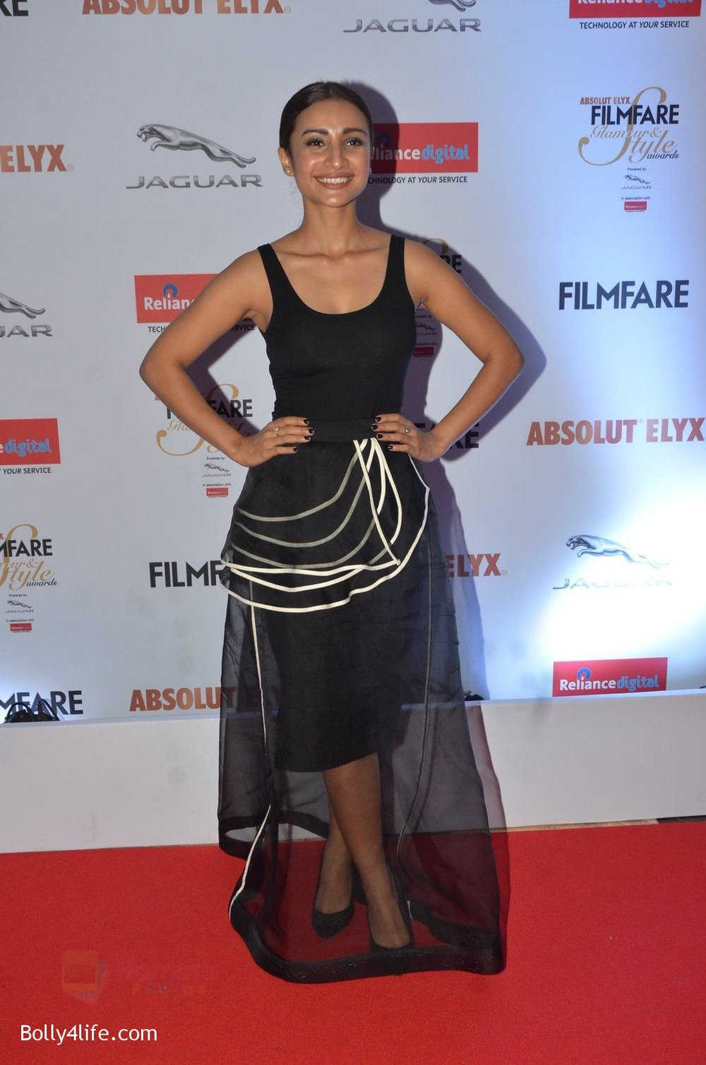 Patralekha-at-Filmfare-Glamour-Style-Awards-2016-in-Mumbai-on-15th-Oct-2016-1692.jpg