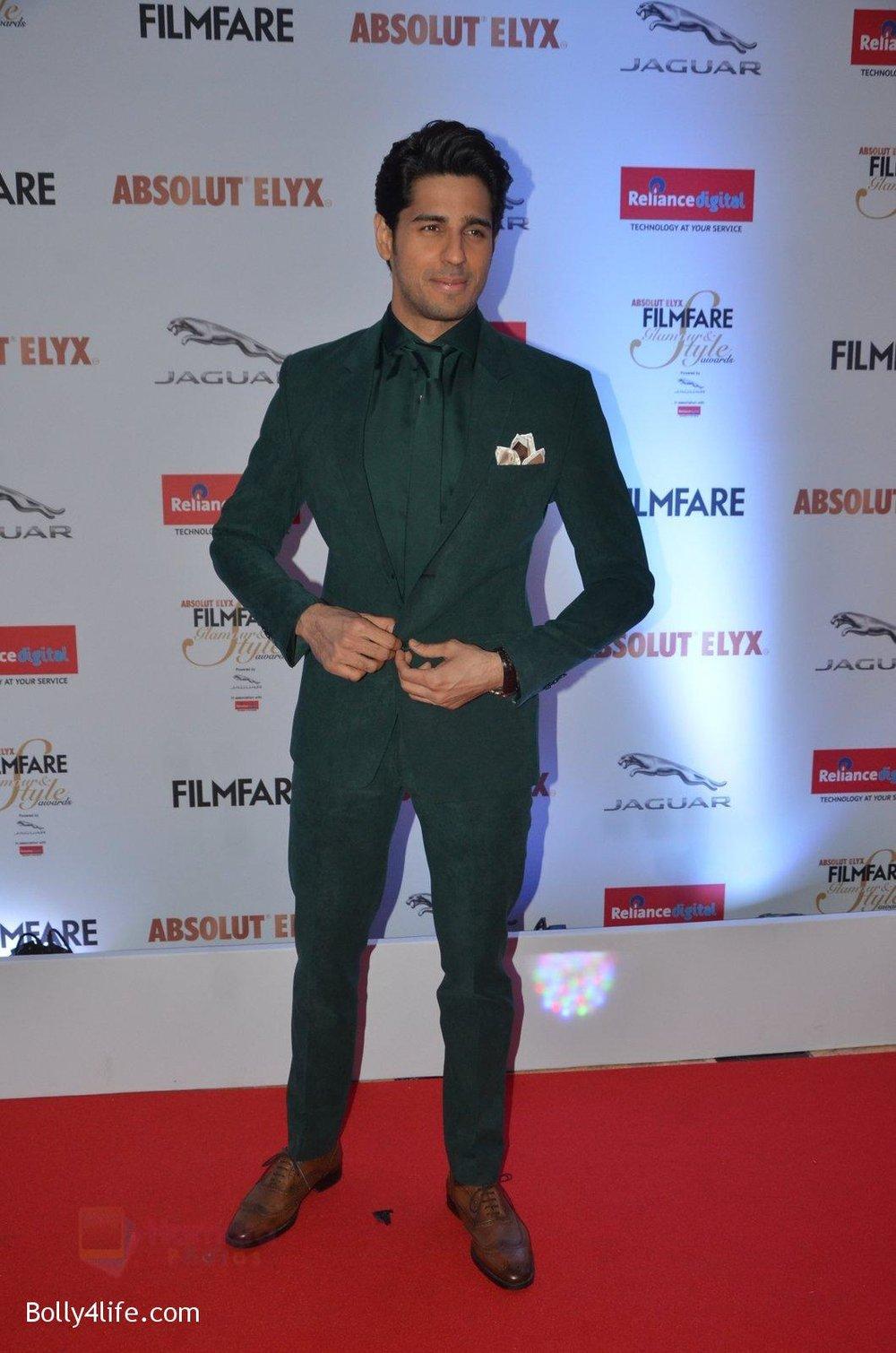 Sidharth-Malhotra-at-Filmfare-Glamour-Style-Awards-2016-in-Mumbai-on-15th-Oct-2016-1924.jpg