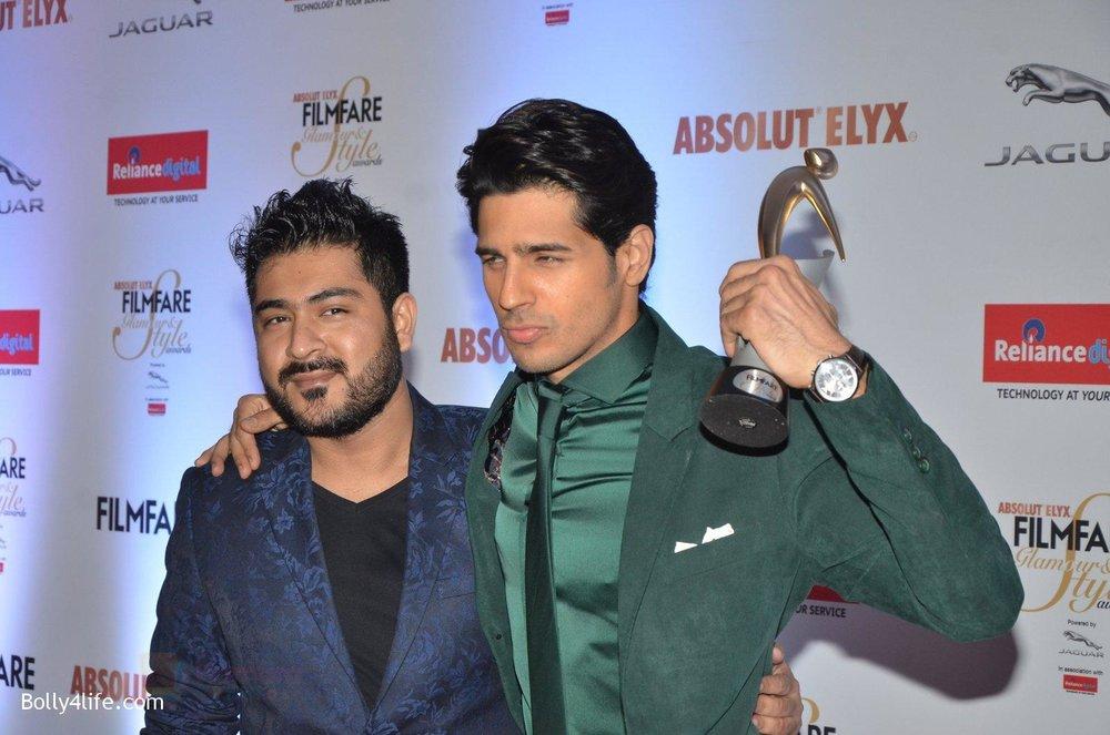 Sidharth-Malhotra-at-Filmfare-Glamour-Style-Awards-2016-in-Mumbai-on-15th-Oct-2016-2135.jpg