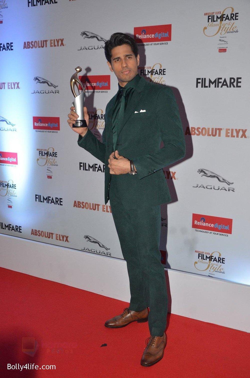 Sidharth-Malhotra-at-Filmfare-Glamour-Style-Awards-2016-in-Mumbai-on-15th-Oct-2016-2143.jpg