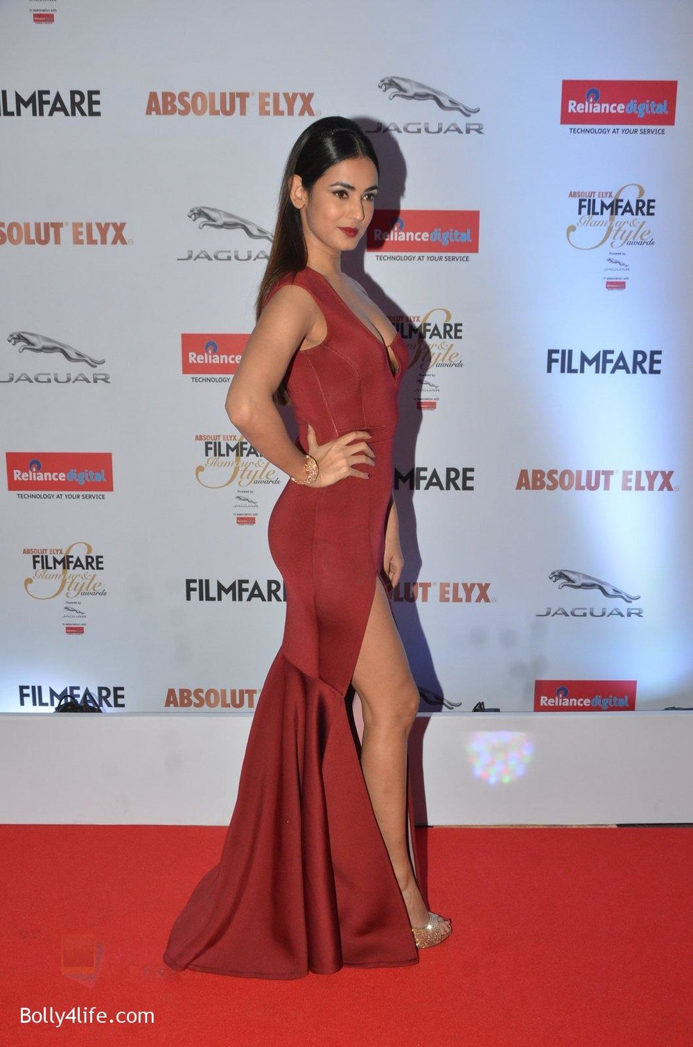 Sonal-Chauhan-at-Filmfare-Glamour-Style-Awards-2016-in-Mumbai-on-15th-Oct-2016-1878.jpg