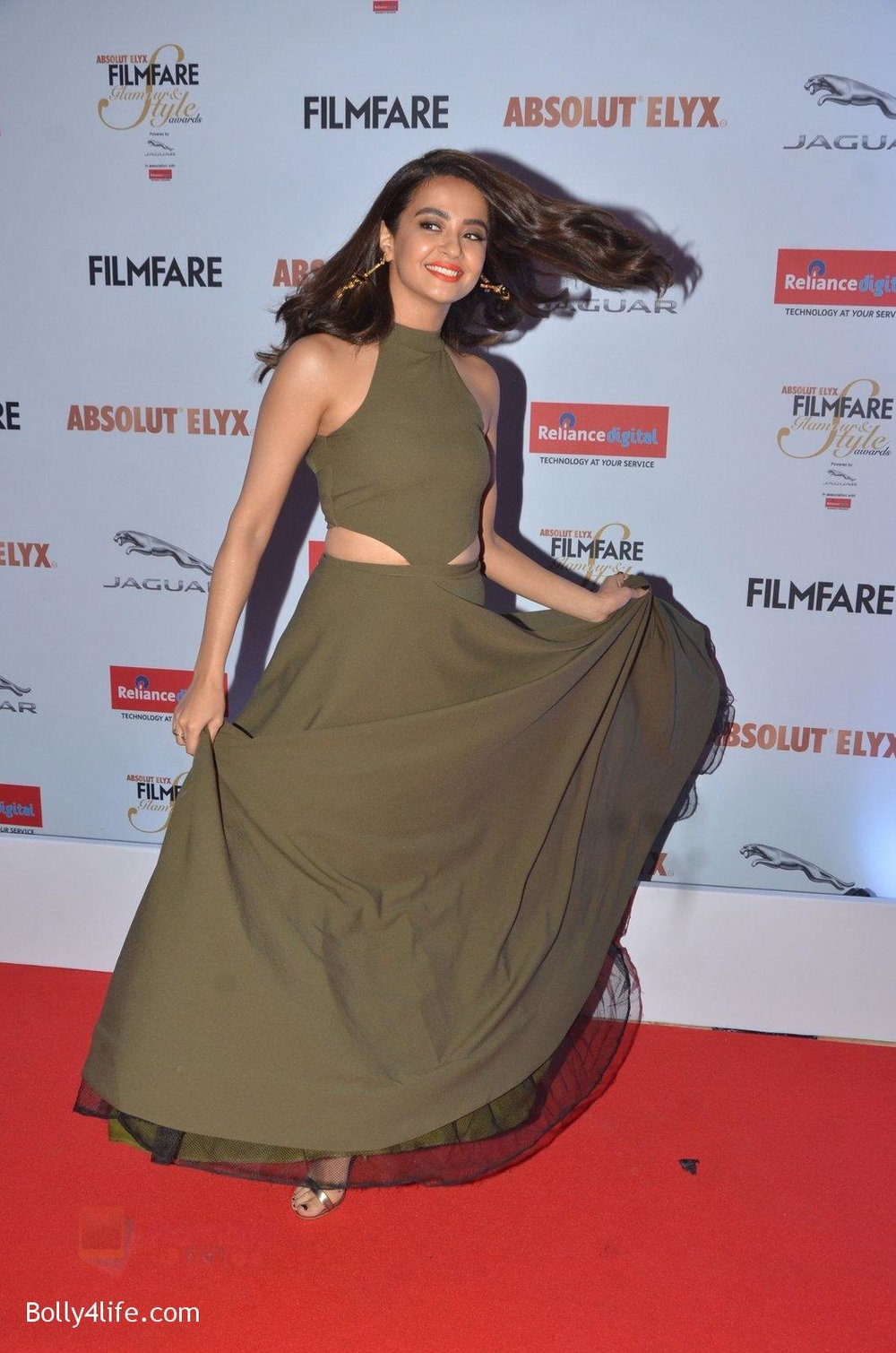 Surveen-Chawla-at-Filmfare-Glamour-Style-Awards-2016-in-Mumbai-on-15th-Oct-2016-1678.jpg