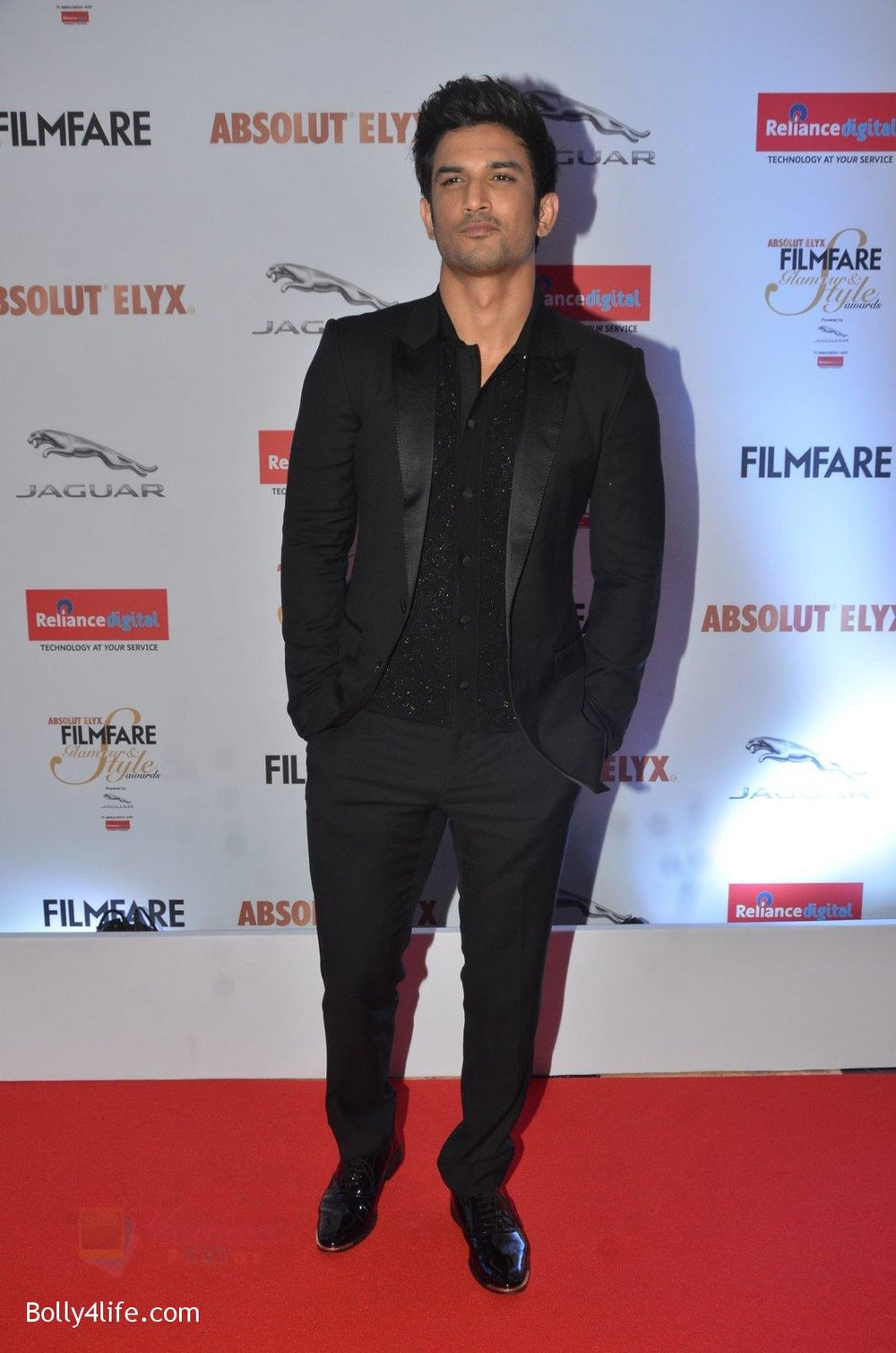 Sushant-Singh-Rajput-at-Filmfare-Glamour-Style-Awards-2016-in-Mumbai-on-15th-Oct-2016-1738.jpg