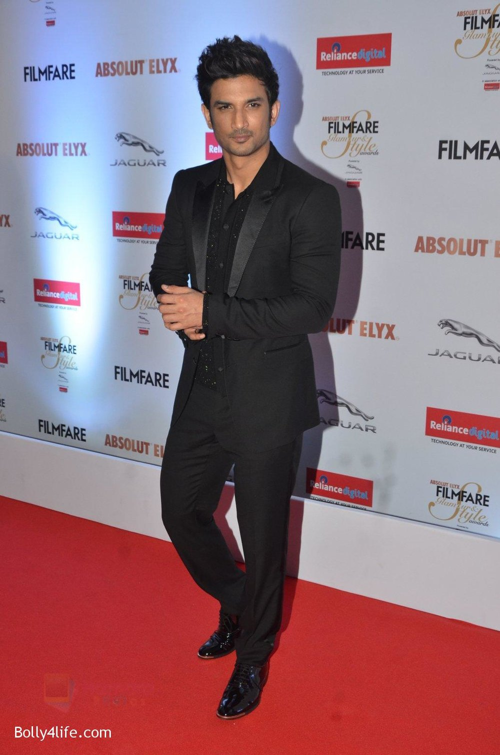 Sushant-Singh-Rajput-at-Filmfare-Glamour-Style-Awards-2016-in-Mumbai-on-15th-Oct-2016-1749.jpg
