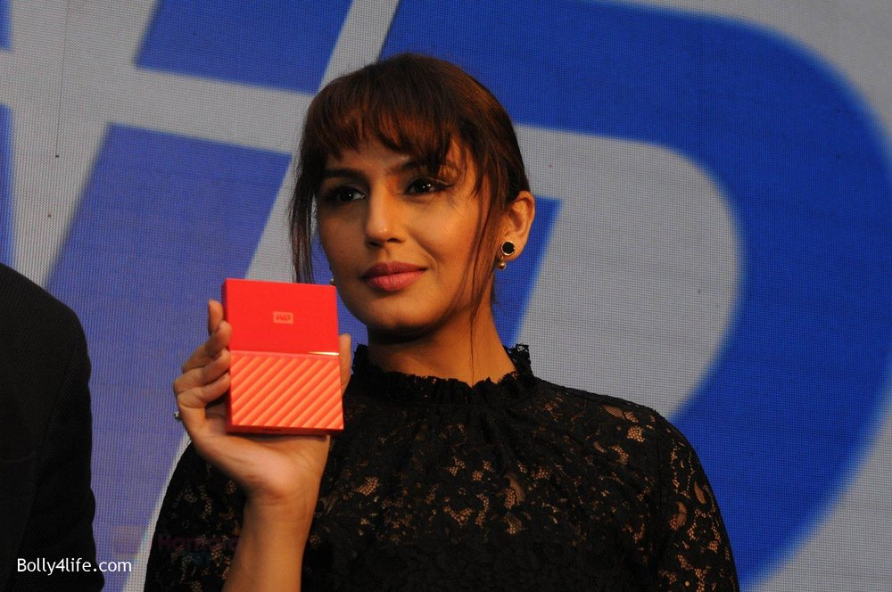 Huma-Qureshi-at-WD-launch-in-Delhi-on-19th-Oct-2016-6.jpg