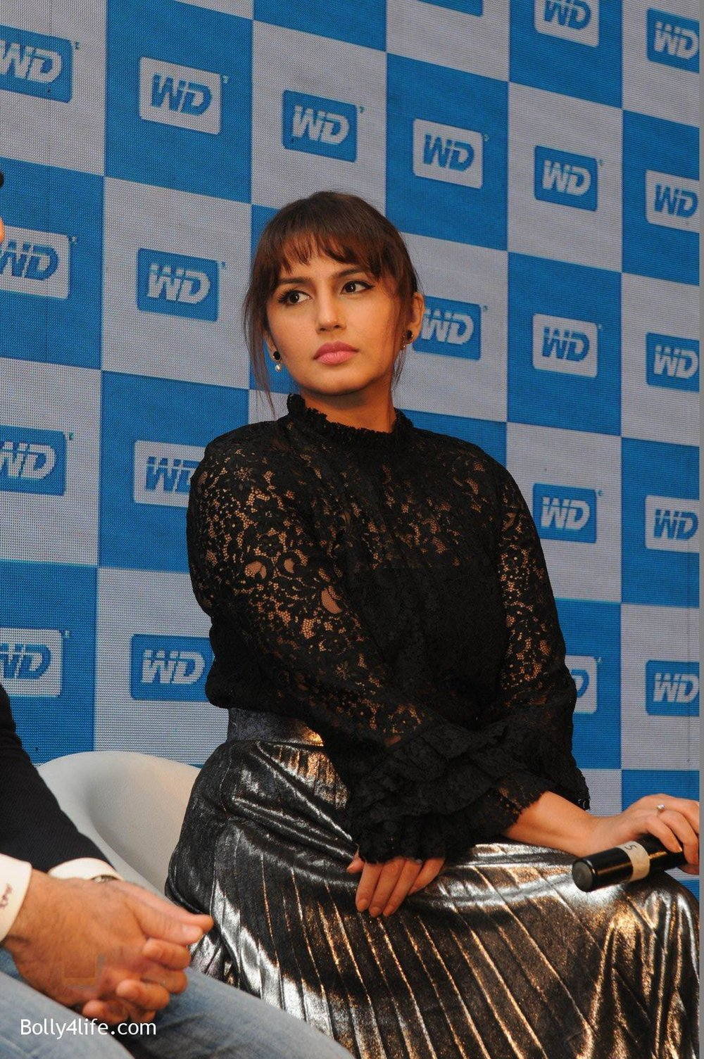 Huma-Qureshi-at-WD-launch-in-Delhi-on-19th-Oct-2016-8.jpg