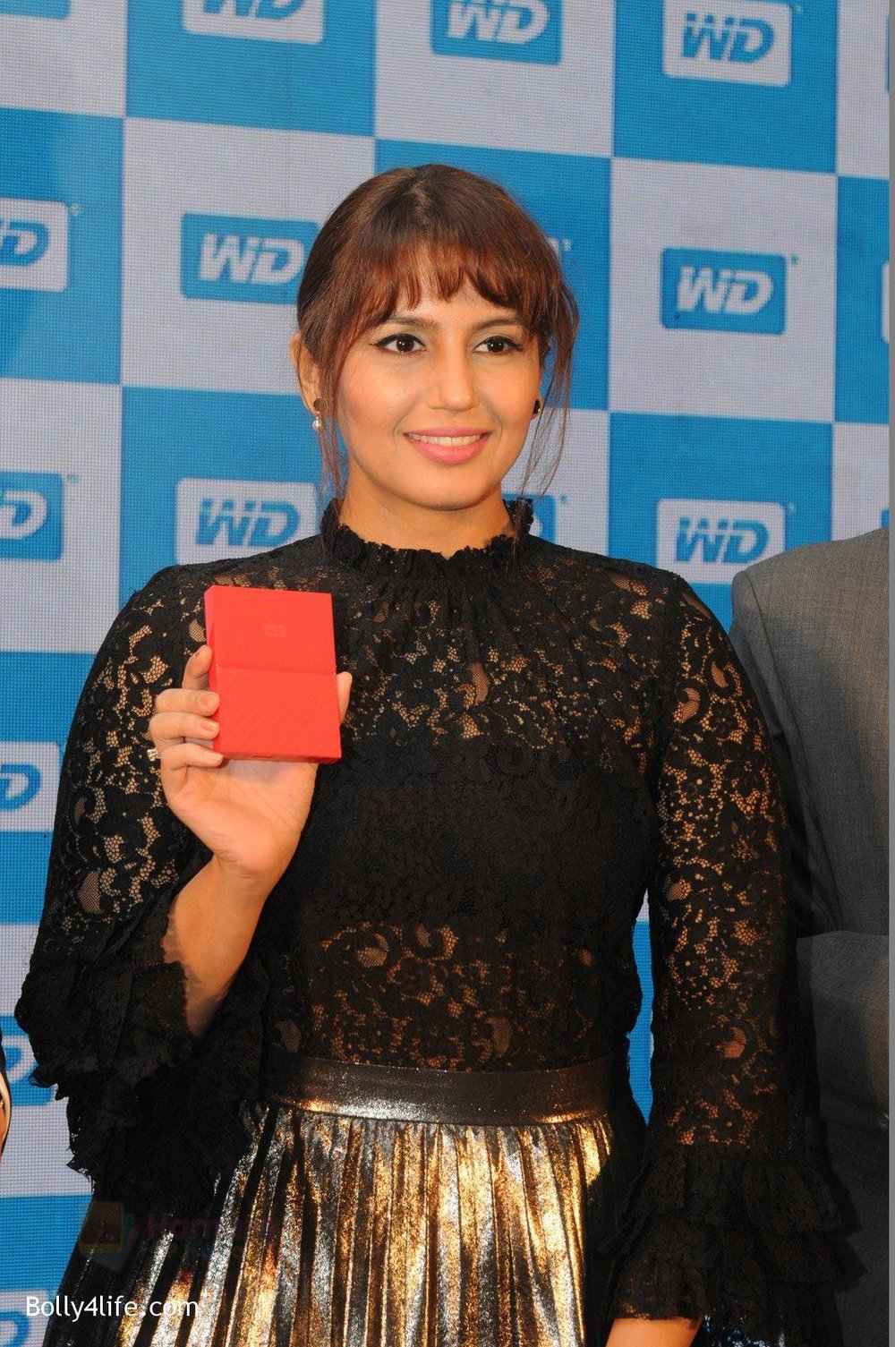 Huma-Qureshi-at-WD-launch-in-Delhi-on-19th-Oct-2016-9.jpg
