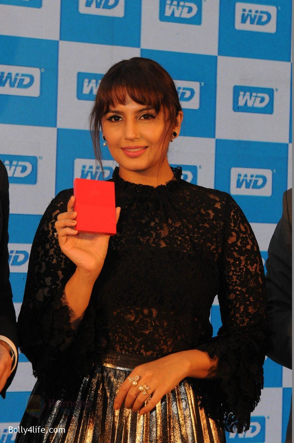 Huma-Qureshi-at-WD-launch-in-Delhi-on-19th-Oct-2016-11.jpg