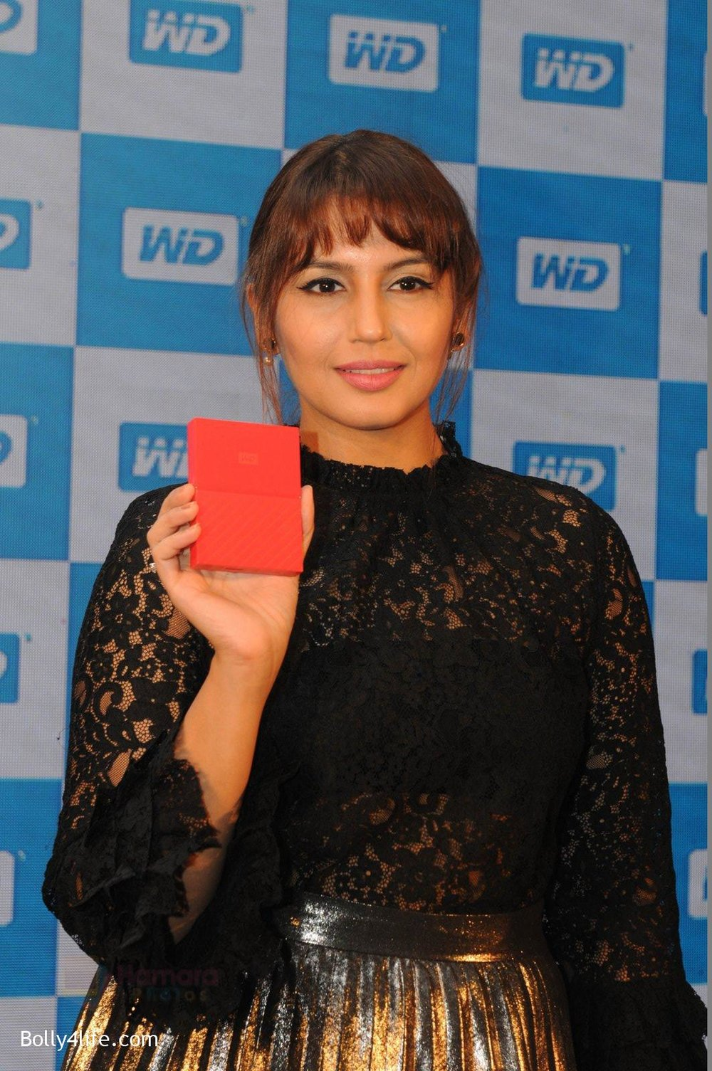 Huma-Qureshi-at-WD-launch-in-Delhi-on-19th-Oct-2016-13.jpg