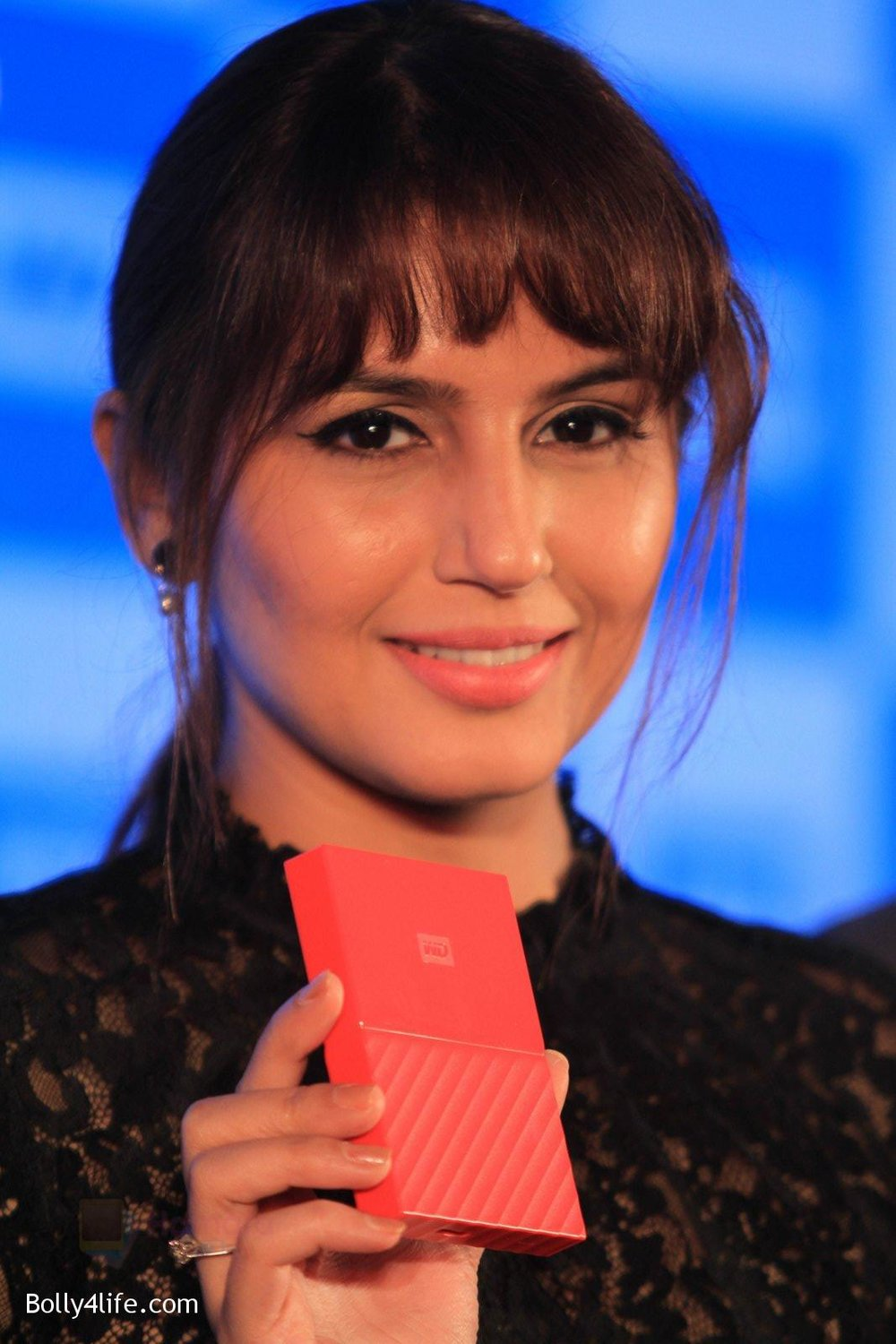 Huma-Qureshi-at-WD-launch-in-Delhi-on-19th-Oct-2016-21.jpg