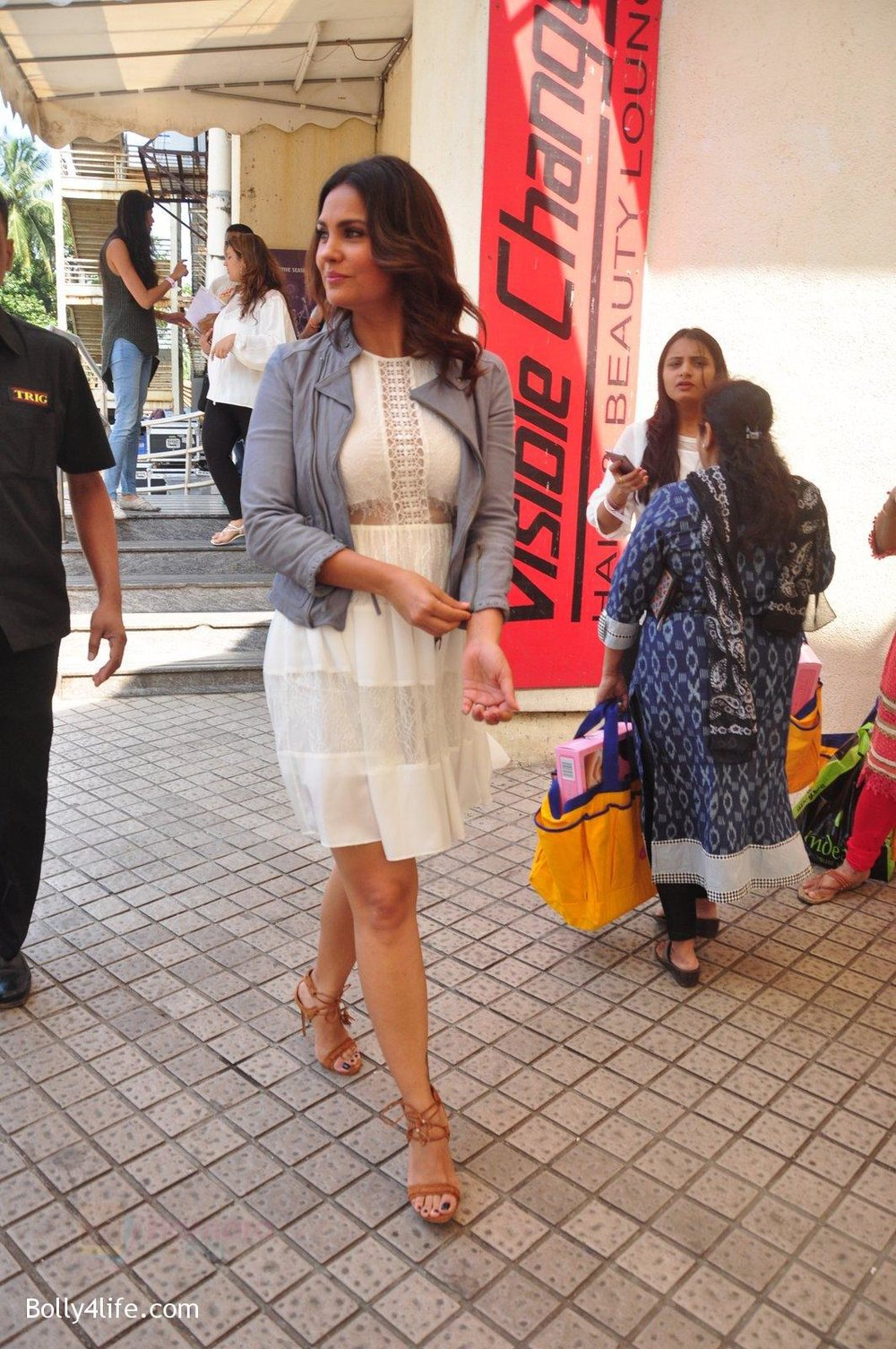 Lara-Dutta-at-baby-youtube-channel-launch-by-johnsons-on-20th-Oct-2016-1.jpg