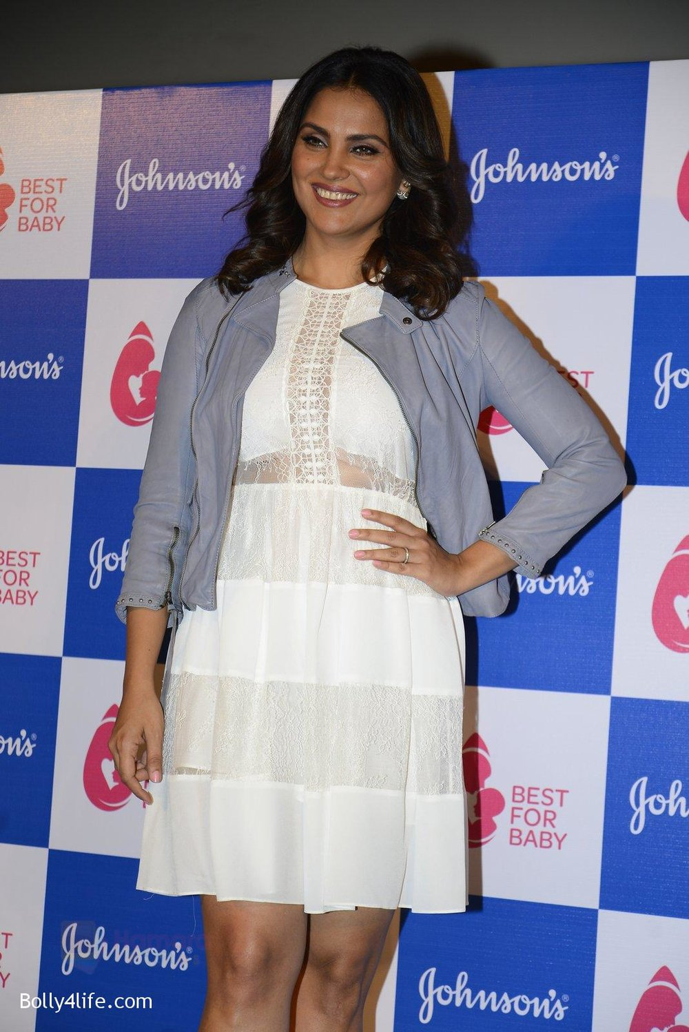 Lara-Dutta-at-baby-youtube-channel-launch-by-johnsons-on-20th-Oct-2016-7.jpg