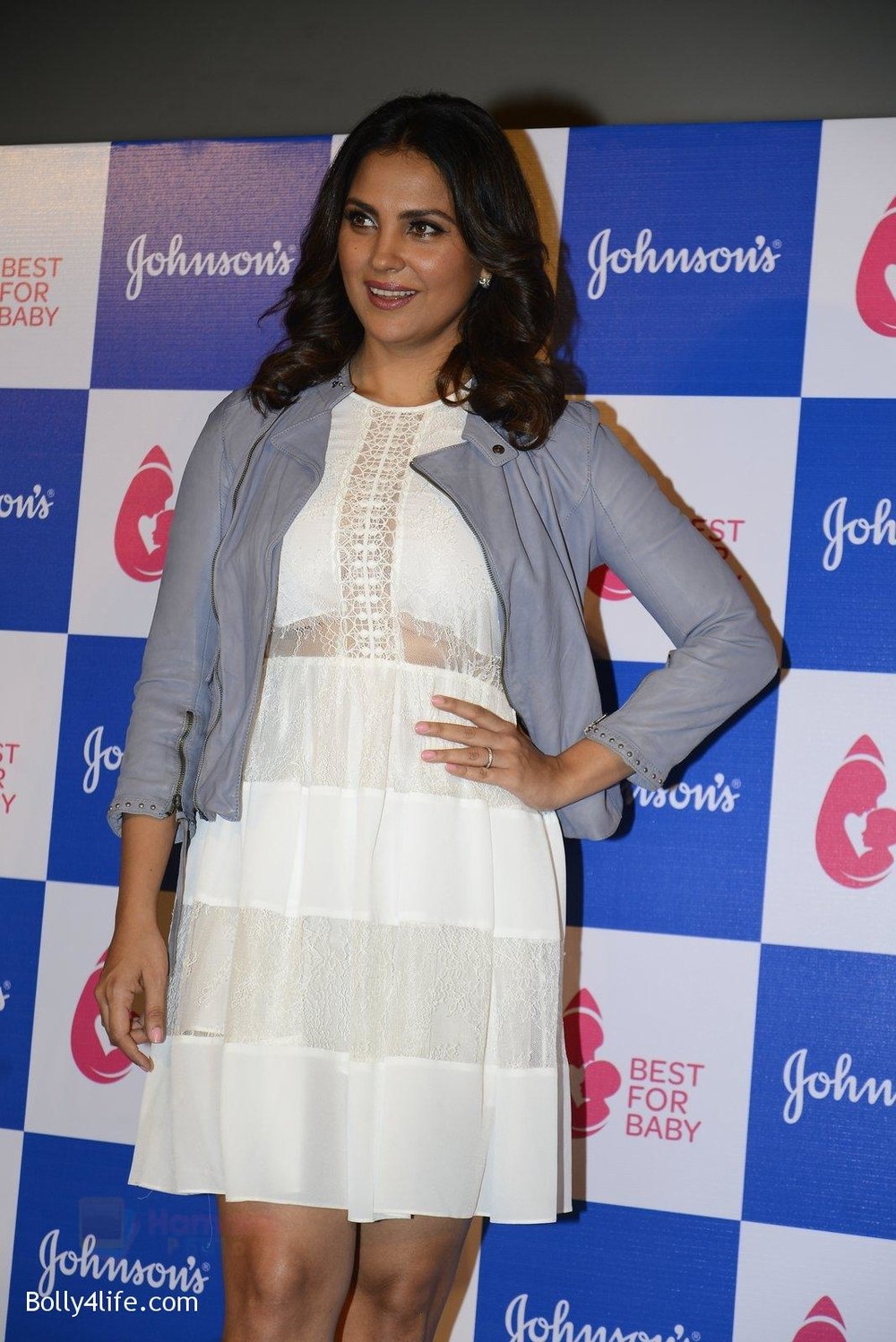 Lara-Dutta-at-baby-youtube-channel-launch-by-johnsons-on-20th-Oct-2016-10.jpg