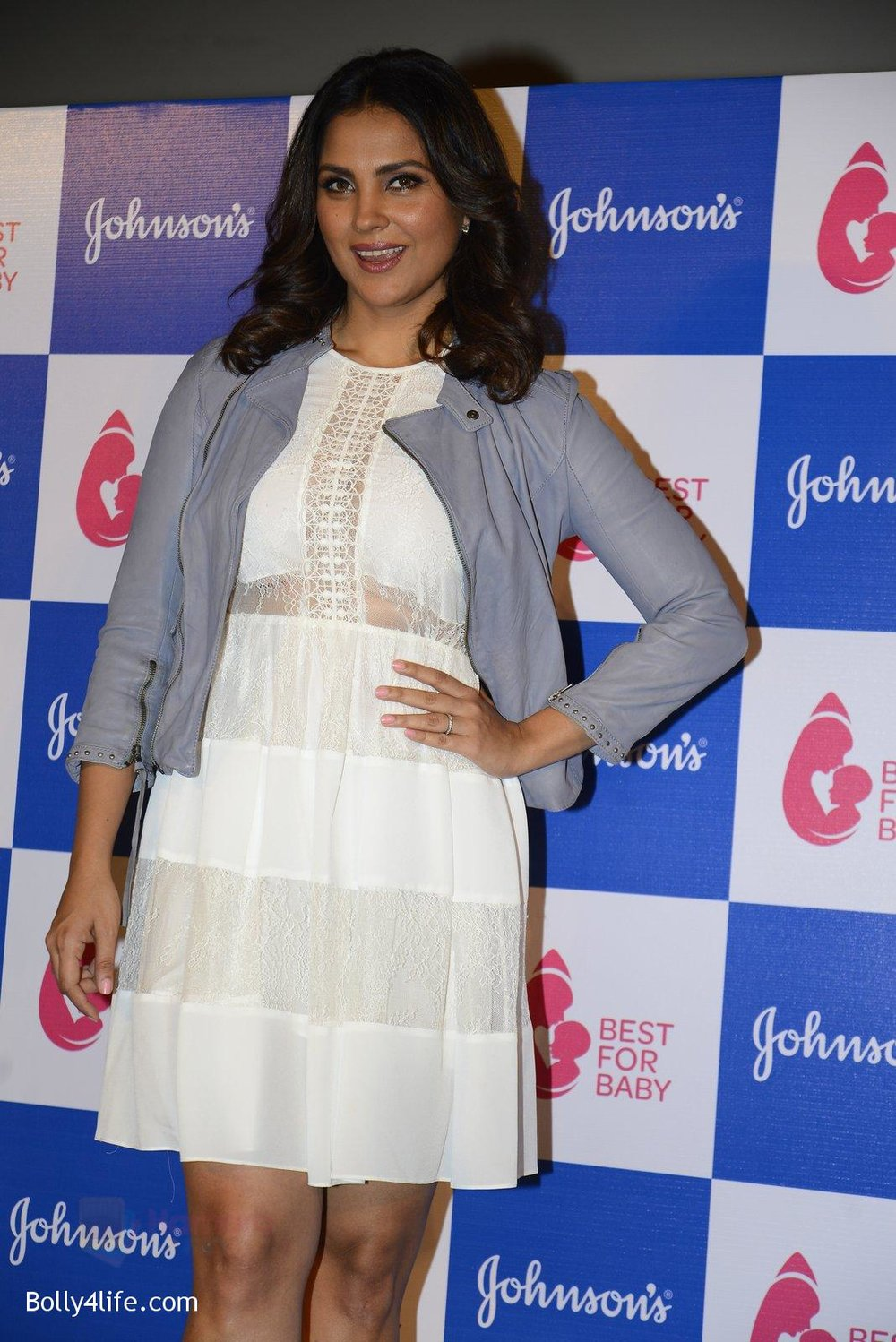 Lara-Dutta-at-baby-youtube-channel-launch-by-johnsons-on-20th-Oct-2016-12.jpg