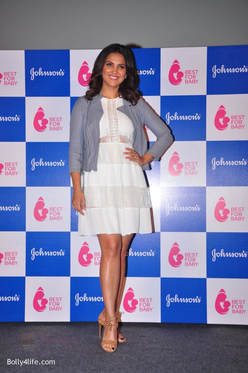 Lara-Dutta-at-baby-youtube-channel-launch-by-johnsons-on-20th-Oct-2016-20.jpg