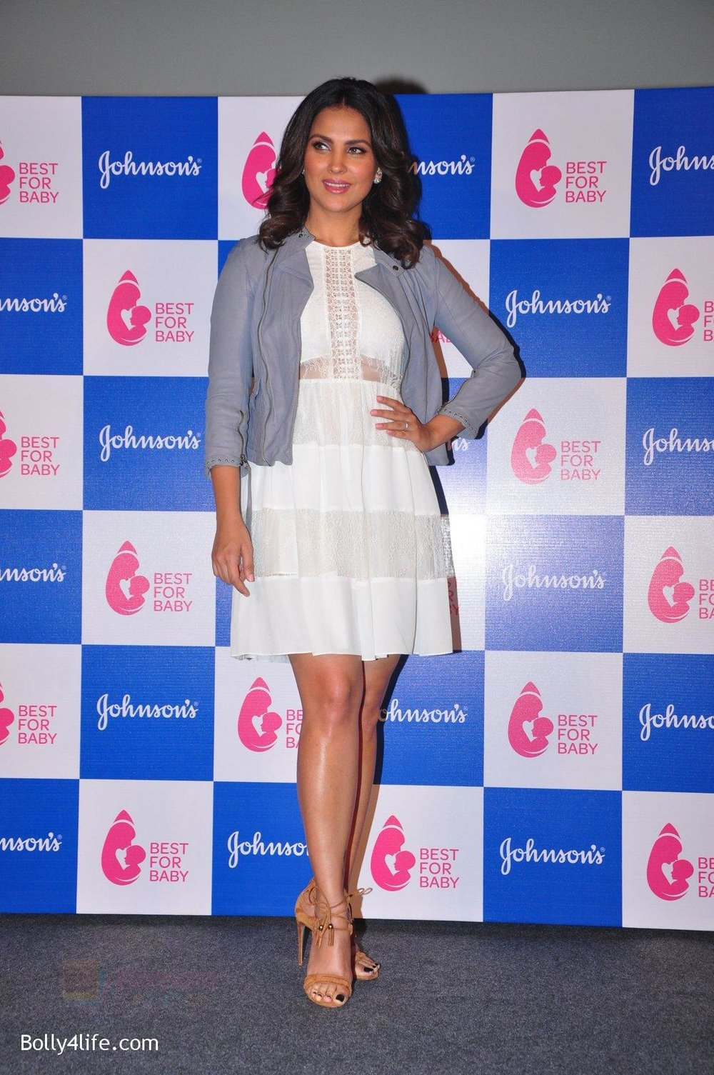 Lara-Dutta-at-baby-youtube-channel-launch-by-johnsons-on-20th-Oct-2016-23.jpg
