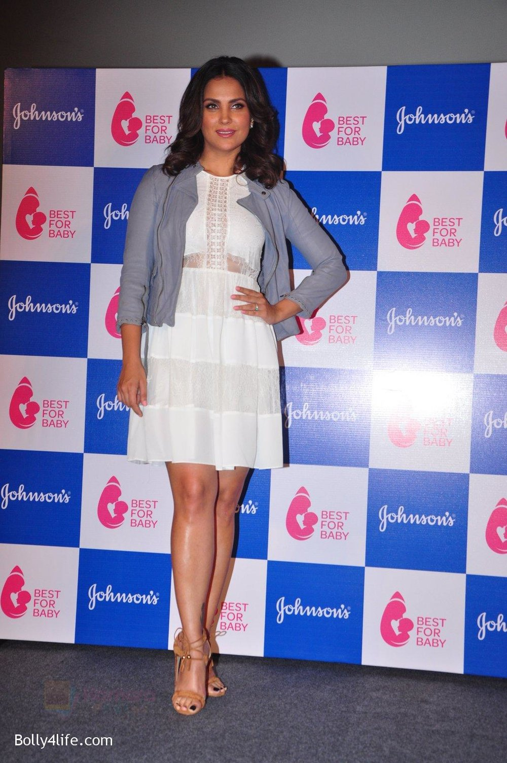 Lara-Dutta-at-baby-youtube-channel-launch-by-johnsons-on-20th-Oct-2016-25.jpg