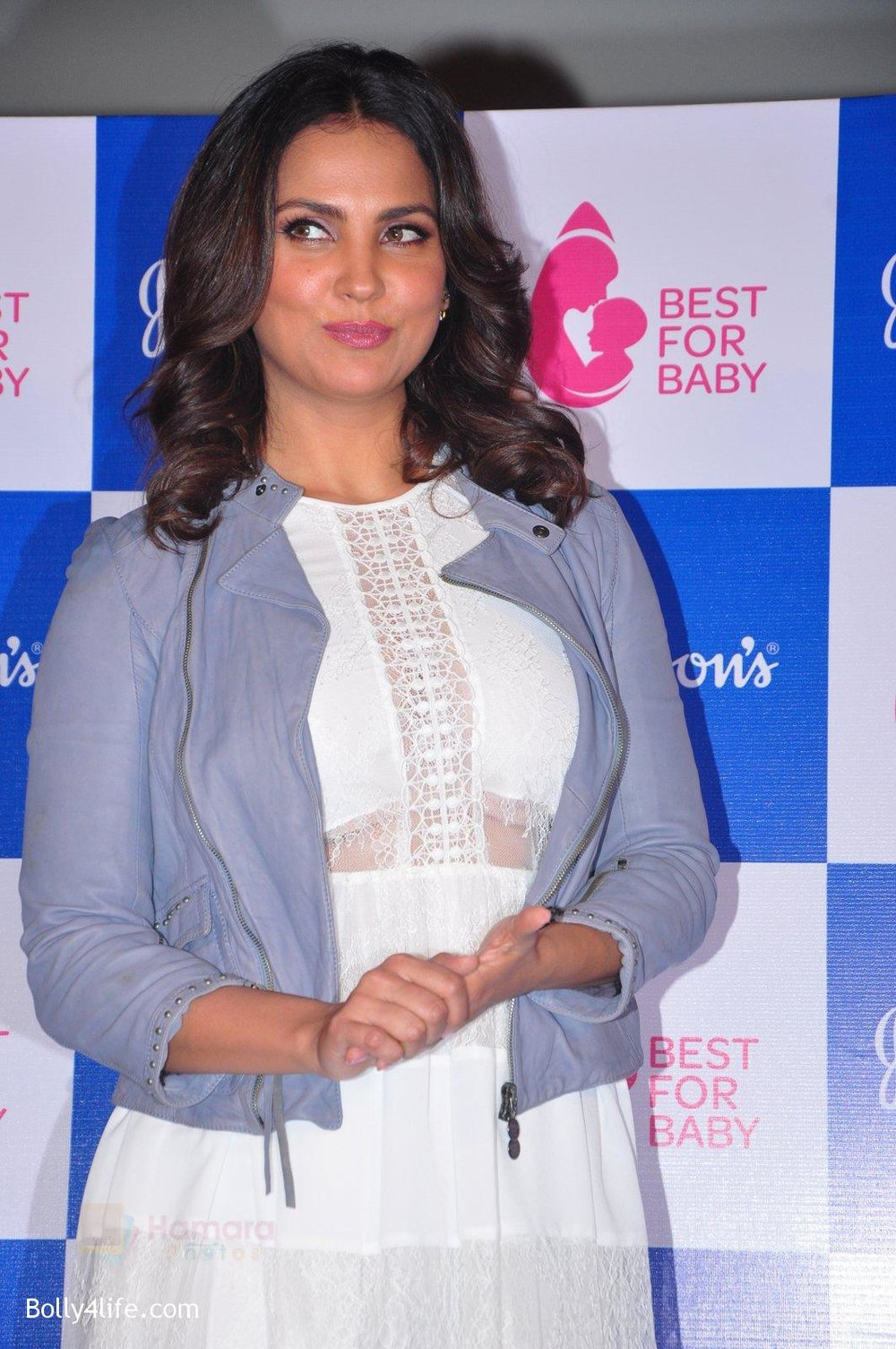 Lara-Dutta-at-baby-youtube-channel-launch-by-johnsons-on-20th-Oct-2016-27.jpg