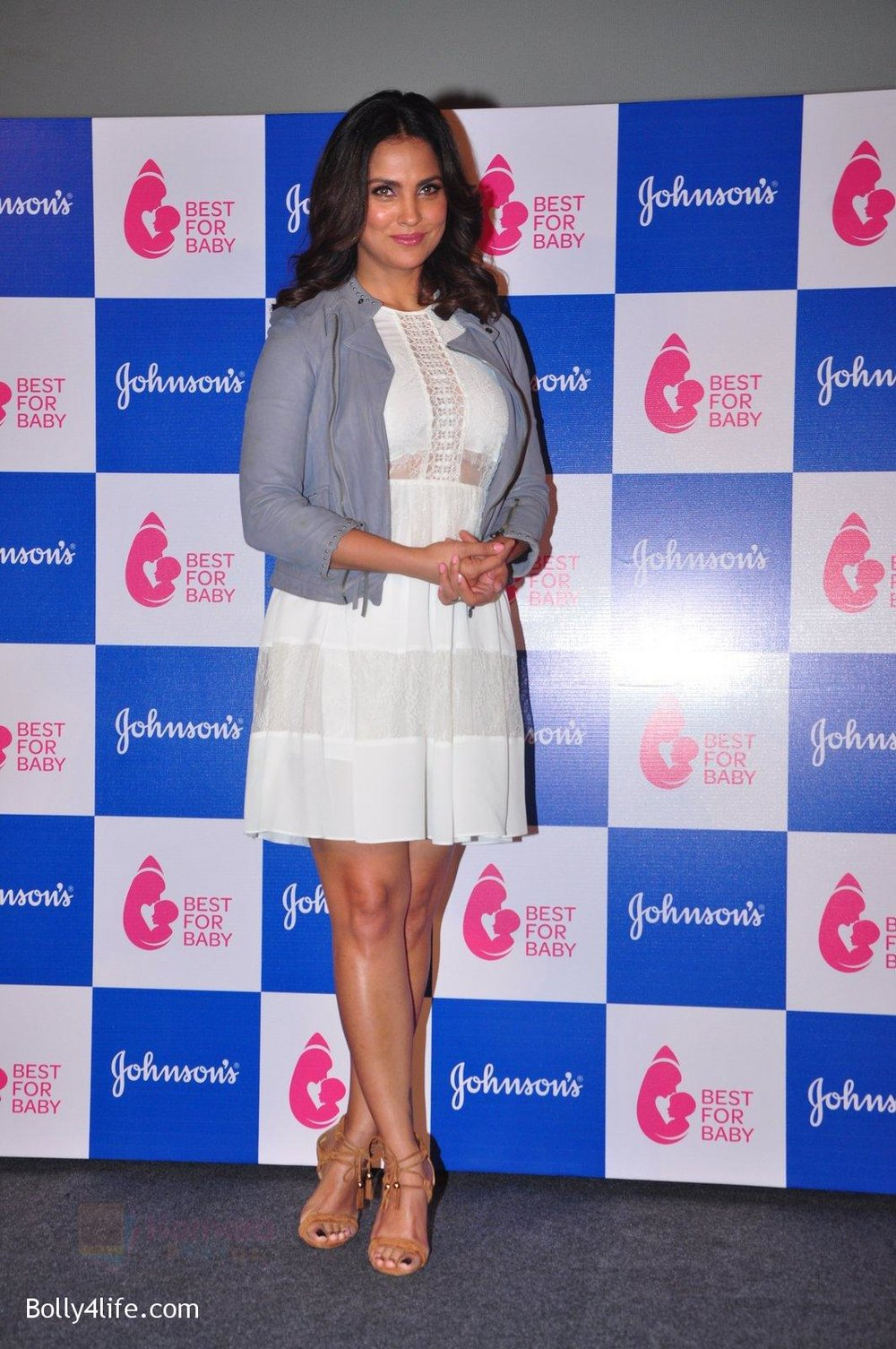Lara-Dutta-at-baby-youtube-channel-launch-by-johnsons-on-20th-Oct-2016-28.jpg