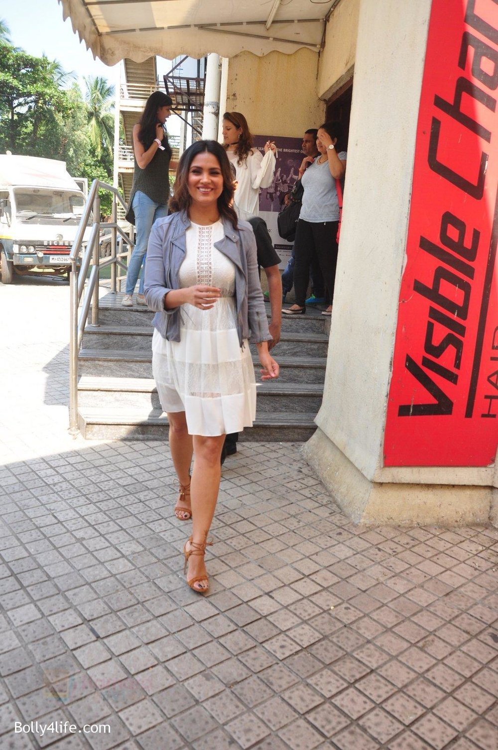 Lara-Dutta-at-baby-youtube-channel-launch-by-johnsons-on-20th-Oct-2016-32.jpg