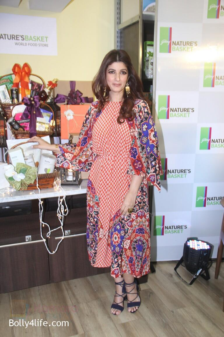Twinkle-Khanna-at-Godrej-Nature_s-Basket-launch-event-on-20th-Oct-2016-6.jpg