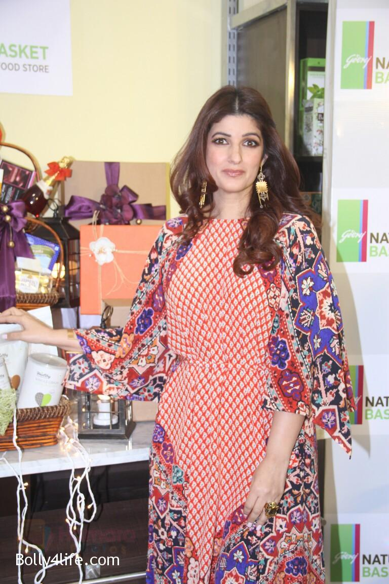 Twinkle-Khanna-at-Godrej-Nature_s-Basket-launch-event-on-20th-Oct-2016-7.jpg