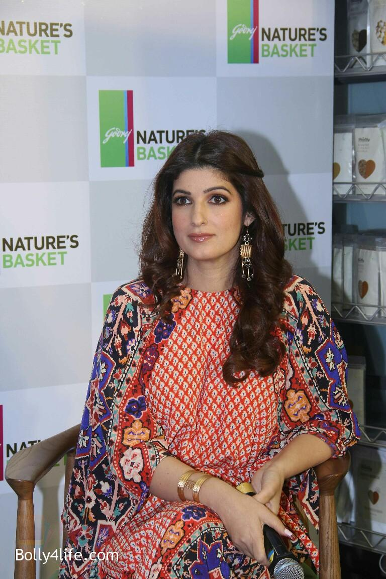 Twinkle-Khanna-at-Godrej-Nature_s-Basket-launch-event-on-20th-Oct-2016-8.jpg