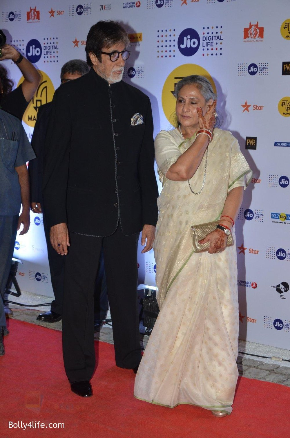Jaya-Bachchan-Amitabh-Bachchan-at-MAMI-Film-Festival-2016-on-20th-Oct-2016-90.jpg