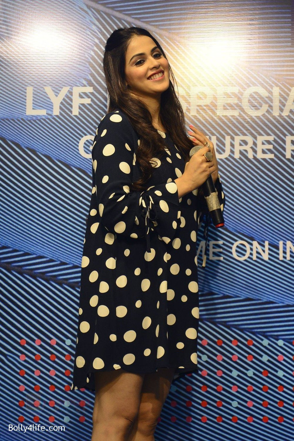 Genelia-D_Souza-launches-Reliance-Jio-special-edition-Lyf-F1-smartphone-on-21st-Oct-2016-13.jpg