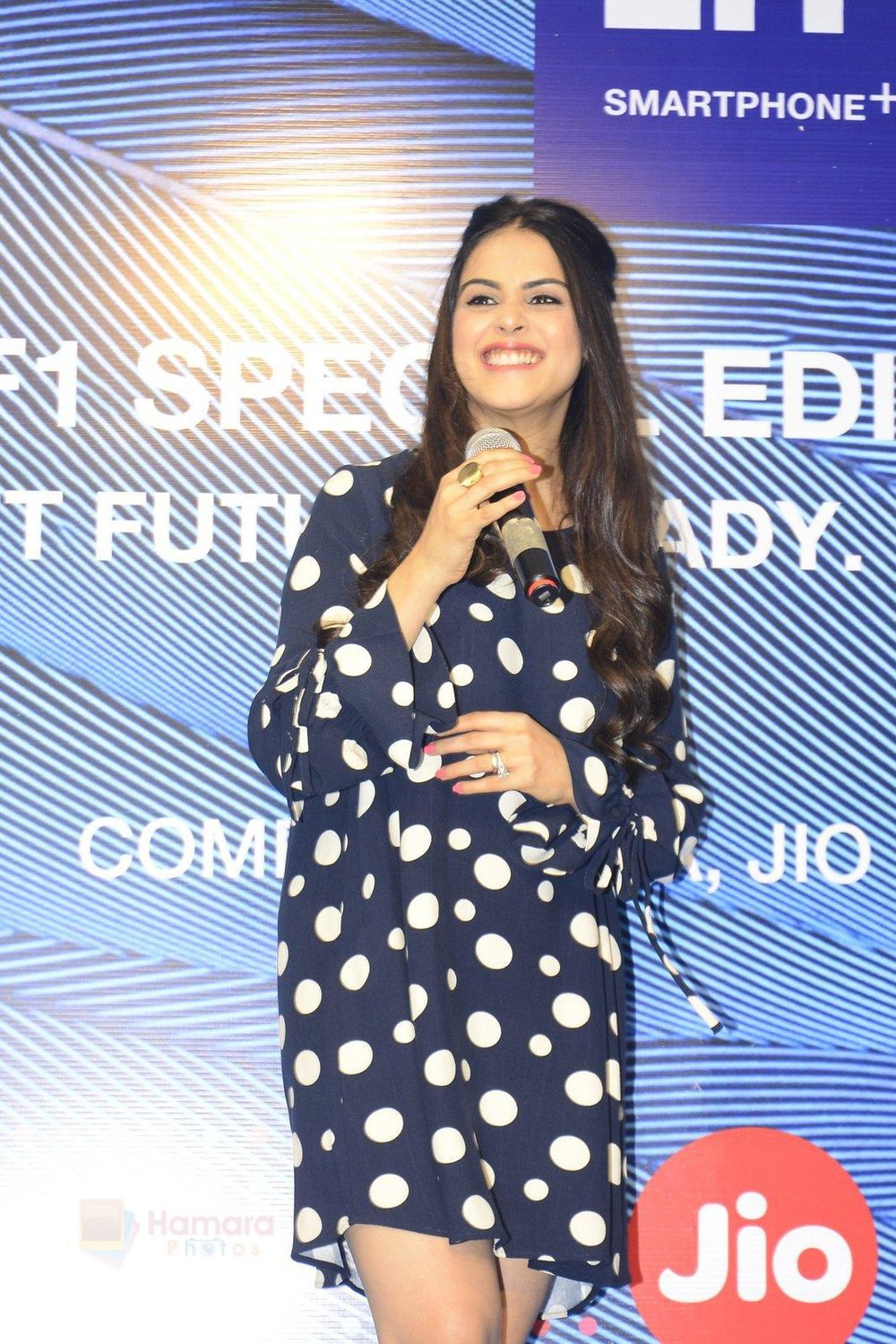 Genelia-D_Souza-launches-Reliance-Jio-special-edition-Lyf-F1-smartphone-on-21st-Oct-2016-17.jpg