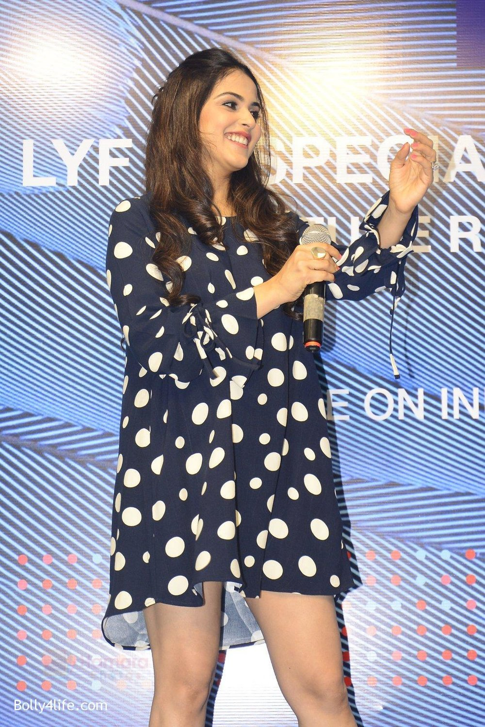 Genelia-D_Souza-launches-Reliance-Jio-special-edition-Lyf-F1-smartphone-on-21st-Oct-2016-21.jpg