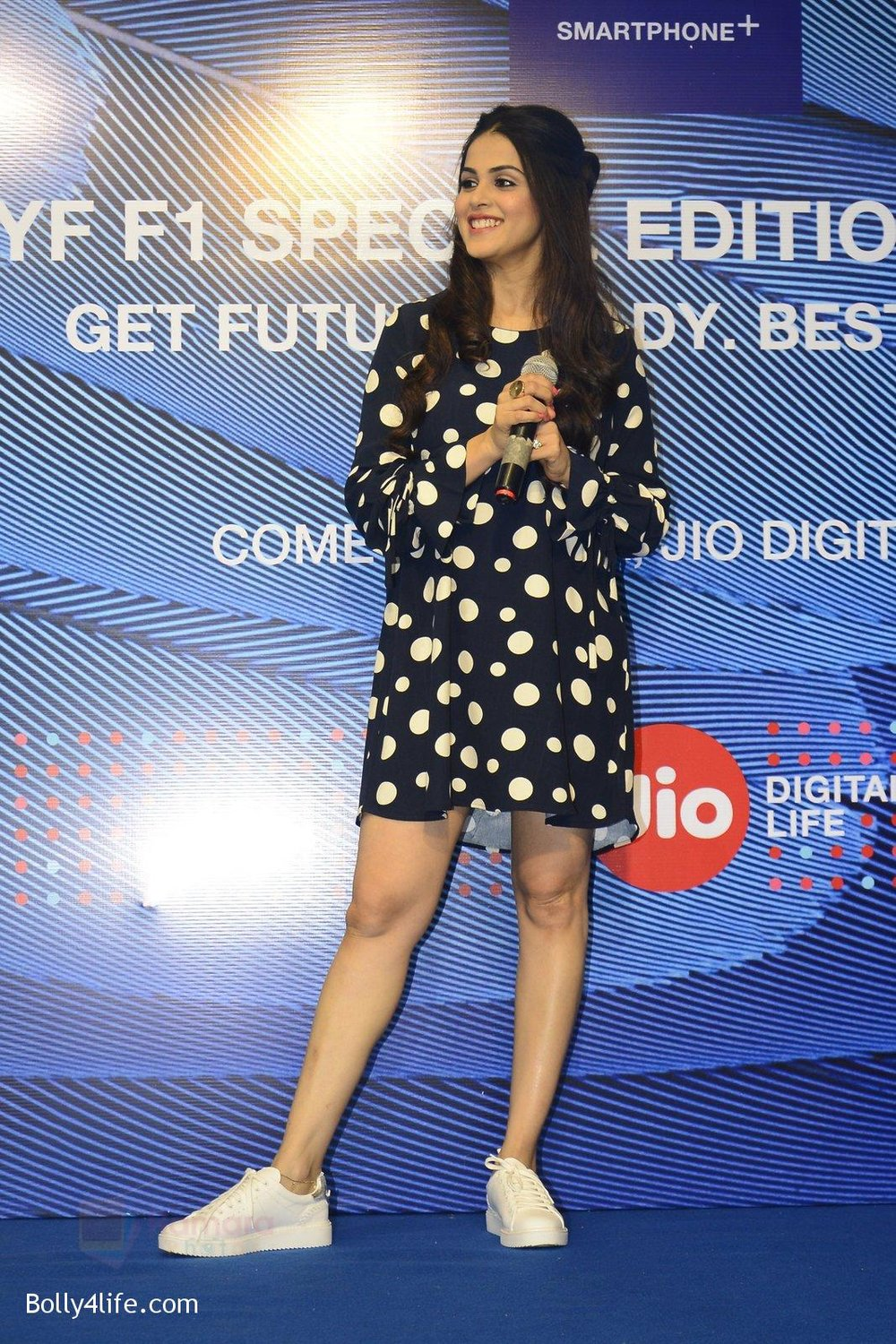 Genelia-D_Souza-launches-Reliance-Jio-special-edition-Lyf-F1-smartphone-on-21st-Oct-2016-24.jpg