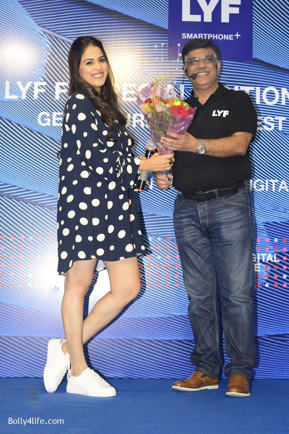 Genelia-D_Souza-launches-Reliance-Jio-special-edition-Lyf-F1-smartphone-on-21st-Oct-2016-29.jpg