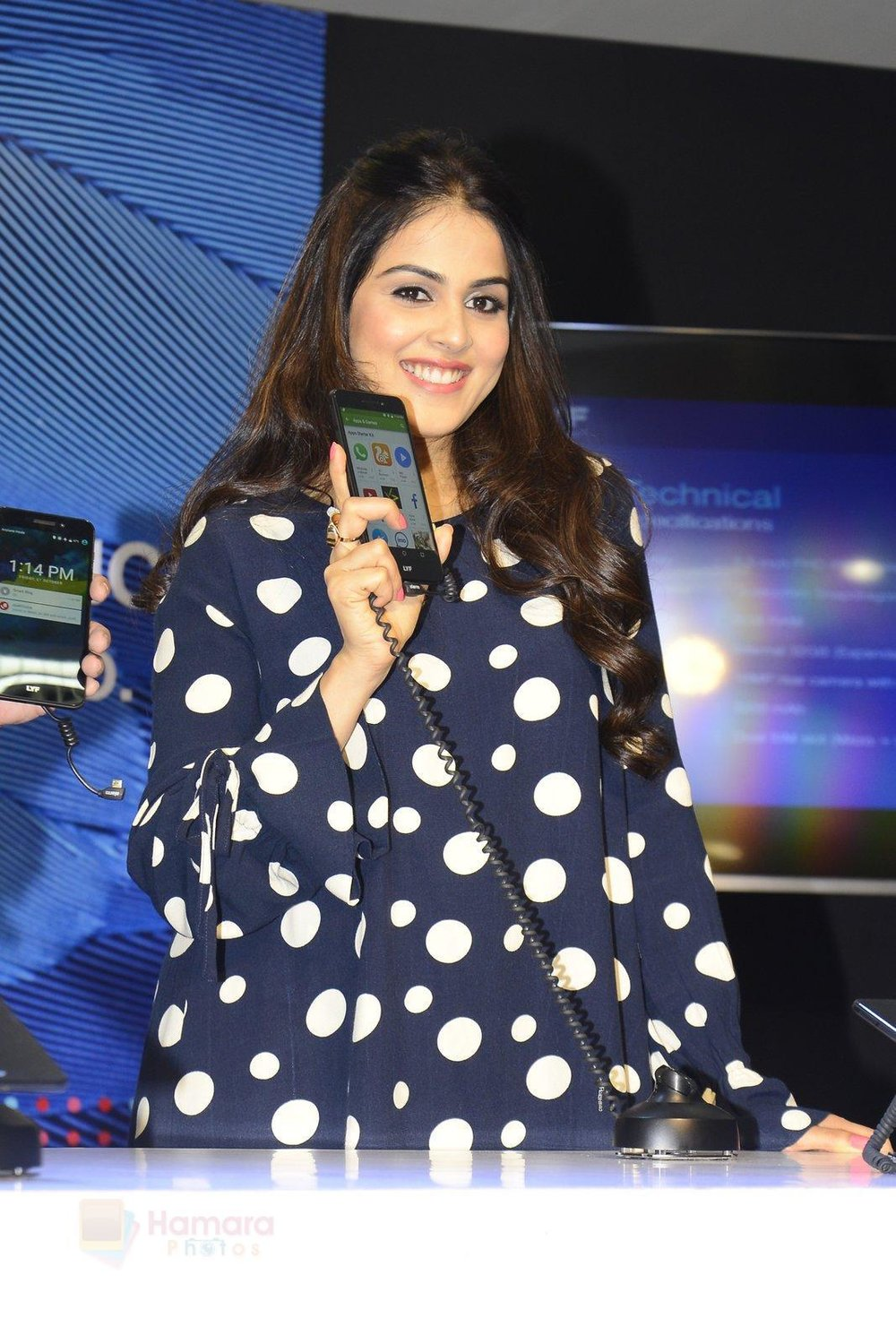 Genelia-D_Souza-launches-Reliance-Jio-special-edition-Lyf-F1-smartphone-on-21st-Oct-2016-31.jpg