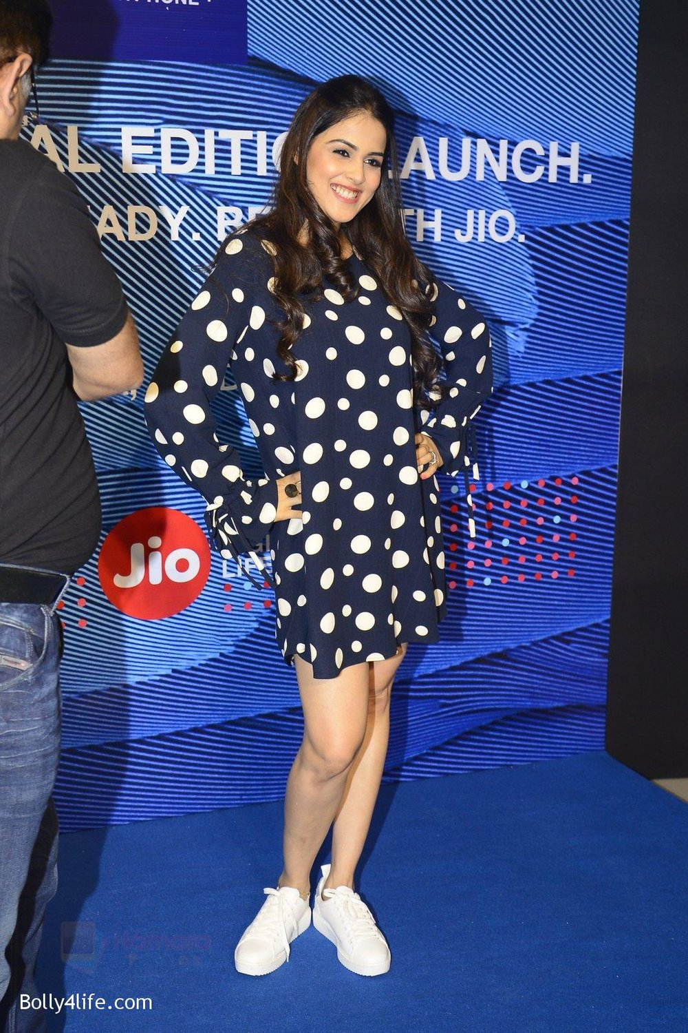 Genelia-D_Souza-launches-Reliance-Jio-special-edition-Lyf-F1-smartphone-on-21st-Oct-2016-35.jpg
