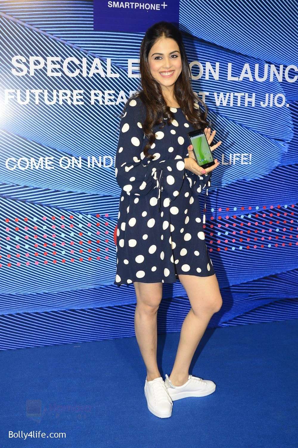 Genelia-D_Souza-launches-Reliance-Jio-special-edition-Lyf-F1-smartphone-on-21st-Oct-2016-41.jpg