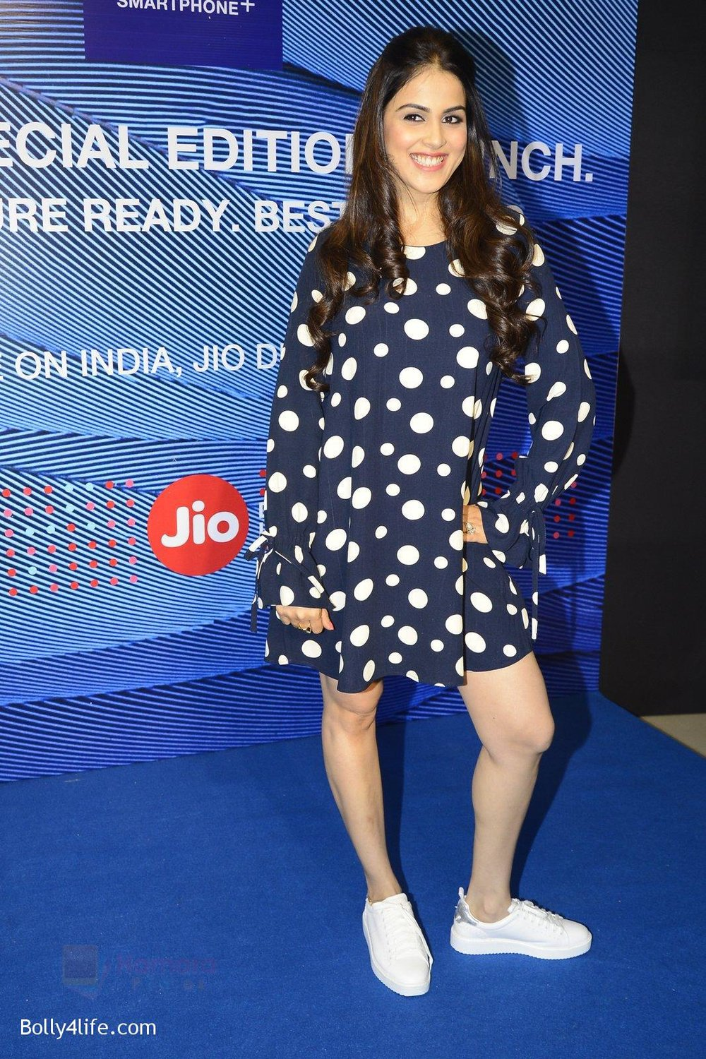Genelia-D_Souza-launches-Reliance-Jio-special-edition-Lyf-F1-smartphone-on-21st-Oct-2016-45.jpg