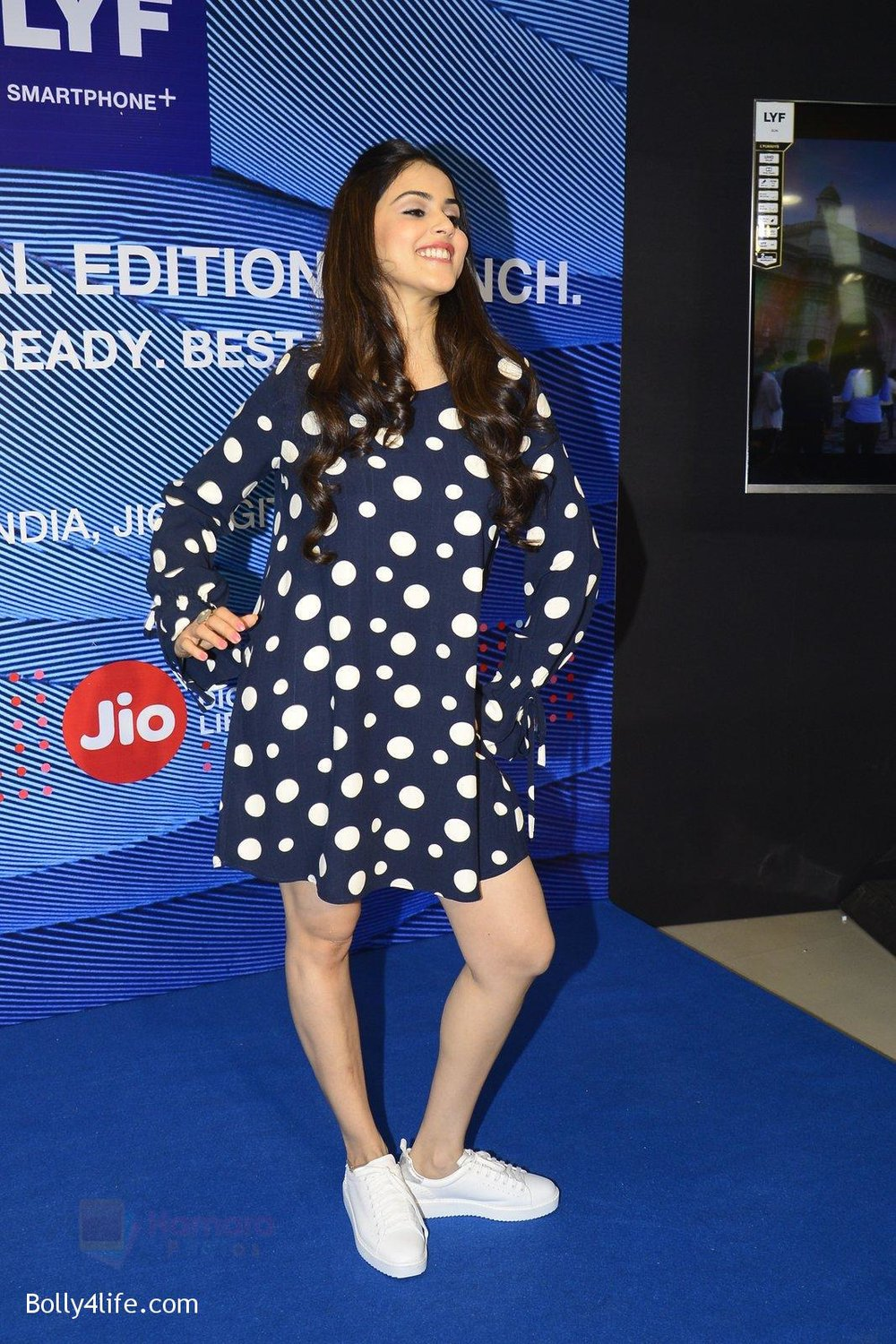 Genelia-D_Souza-launches-Reliance-Jio-special-edition-Lyf-F1-smartphone-on-21st-Oct-2016-51.jpg
