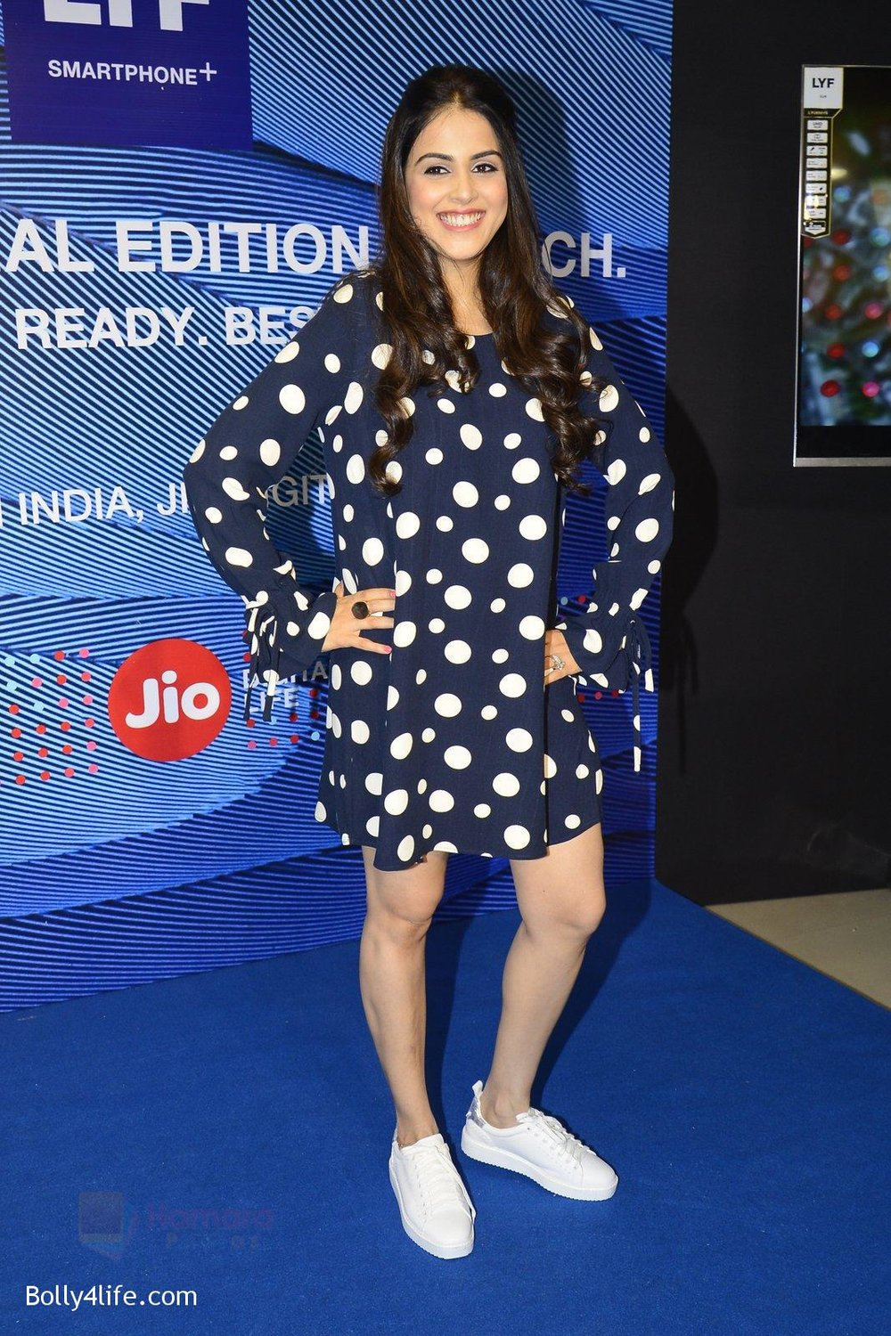 Genelia-D_Souza-launches-Reliance-Jio-special-edition-Lyf-F1-smartphone-on-21st-Oct-2016-56.jpg